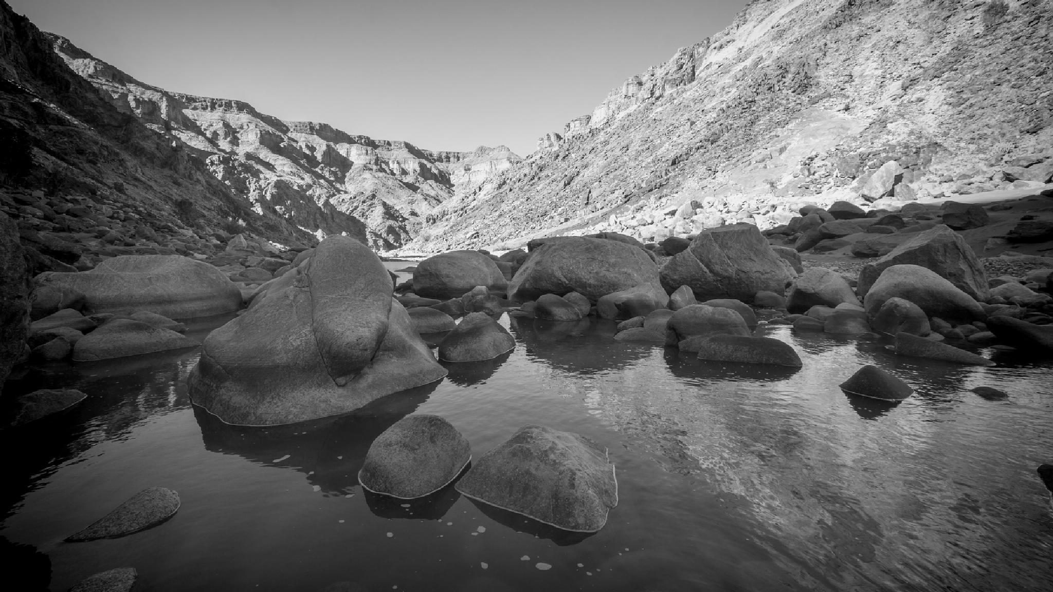 Canyon Rocks by lendames