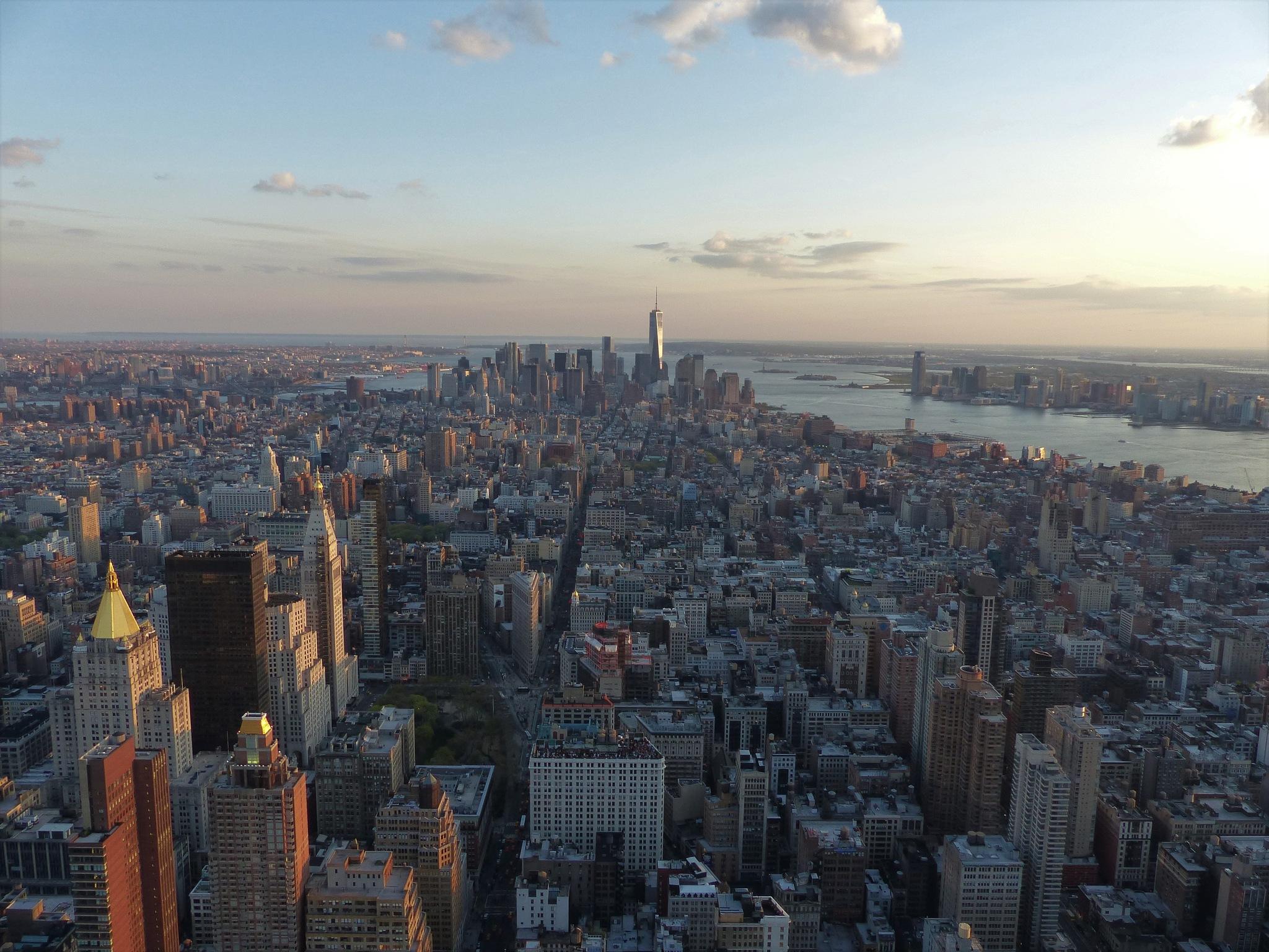 golden light on Manhattan by IsabelleGrd