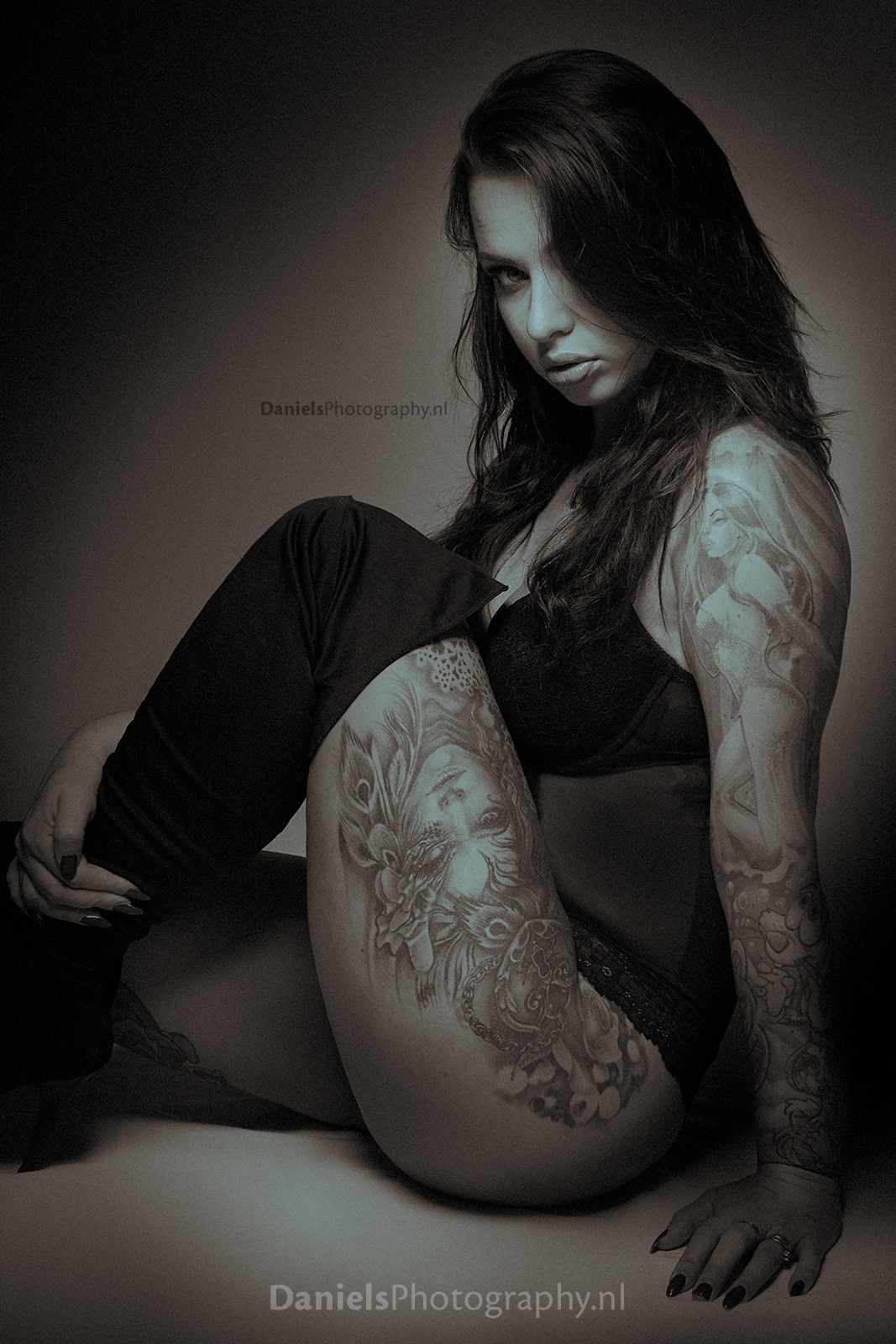 Photoshoot with Tattoo model Naomi V. by Gerard Daniels