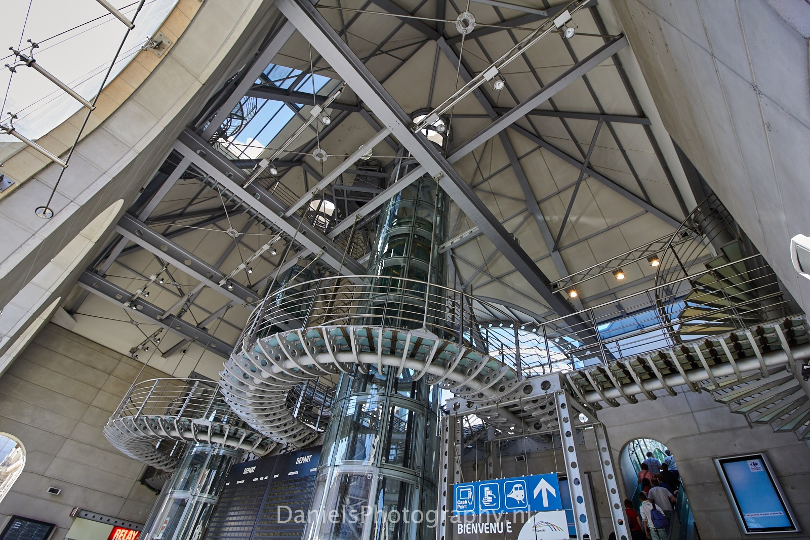 Gare de Namur - Namur Trainstation by Gerard Daniels