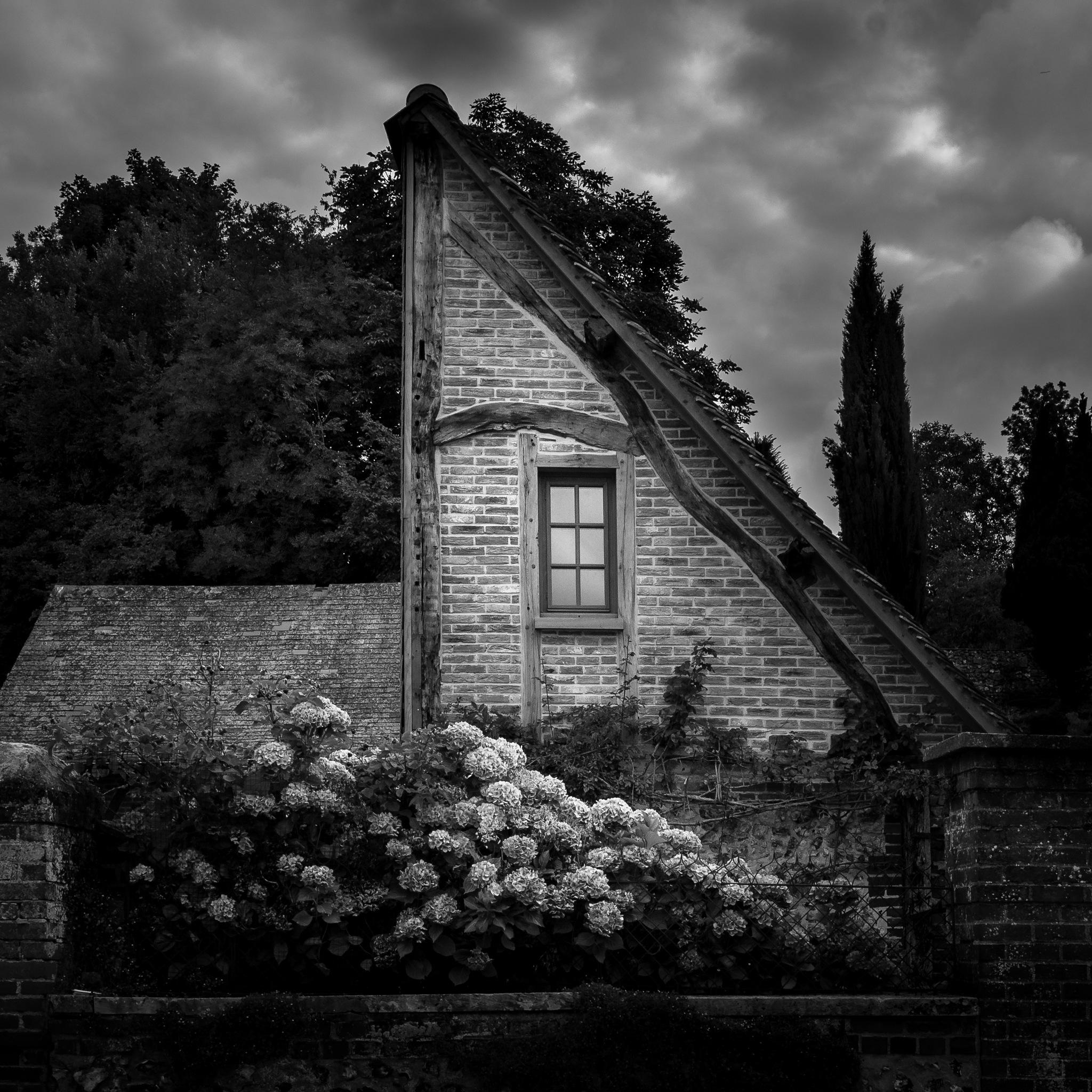 Triangle House by Destino