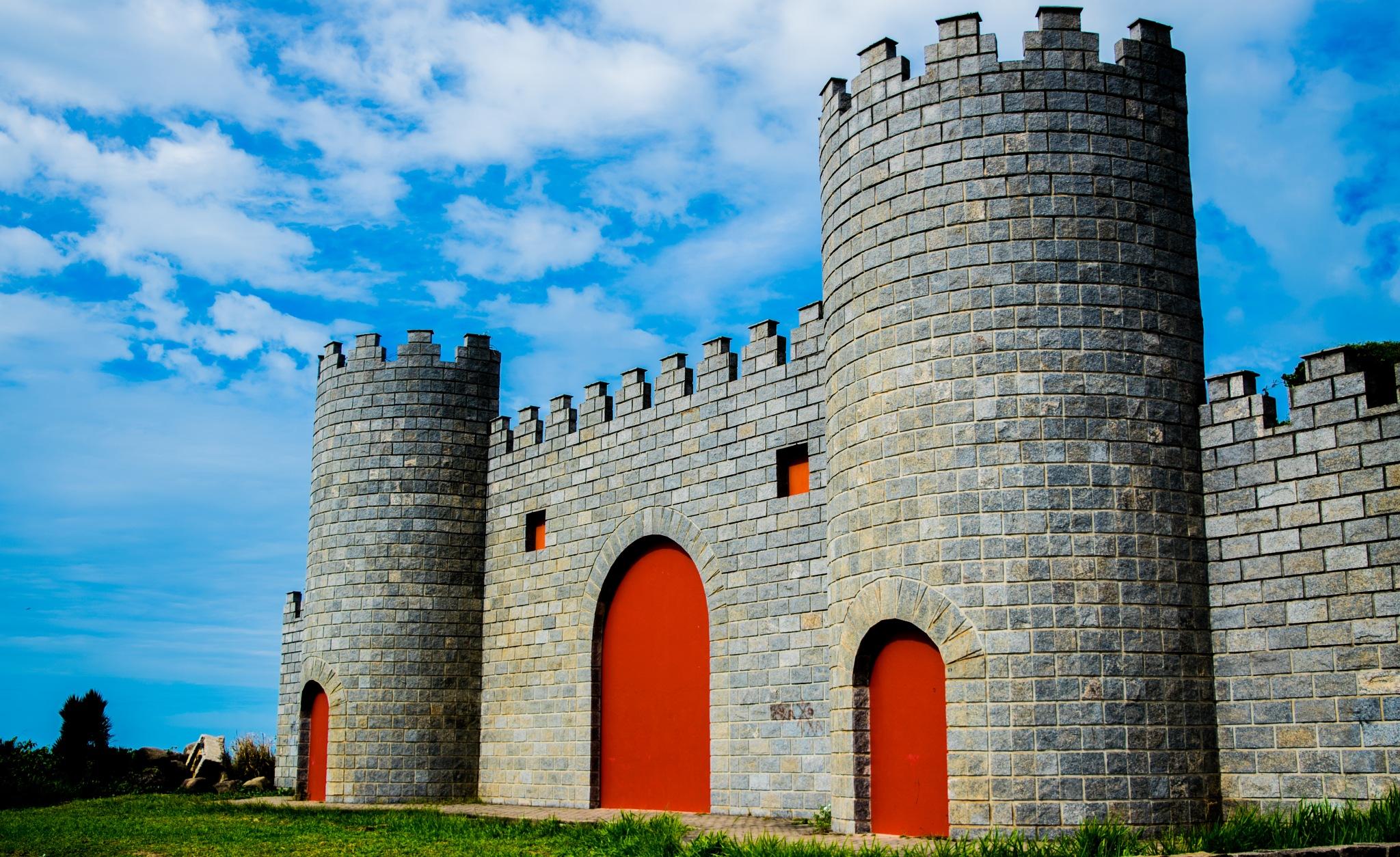Castelo by Leandro Moura