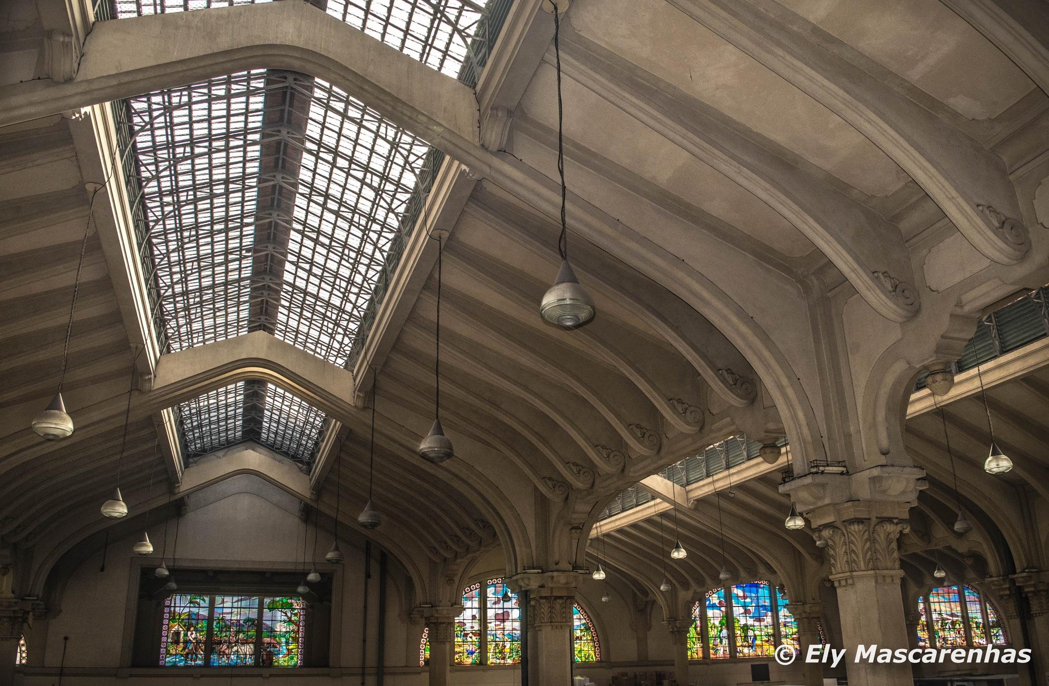 Teto e vitrais do Mercado by Ely Mascarenhas