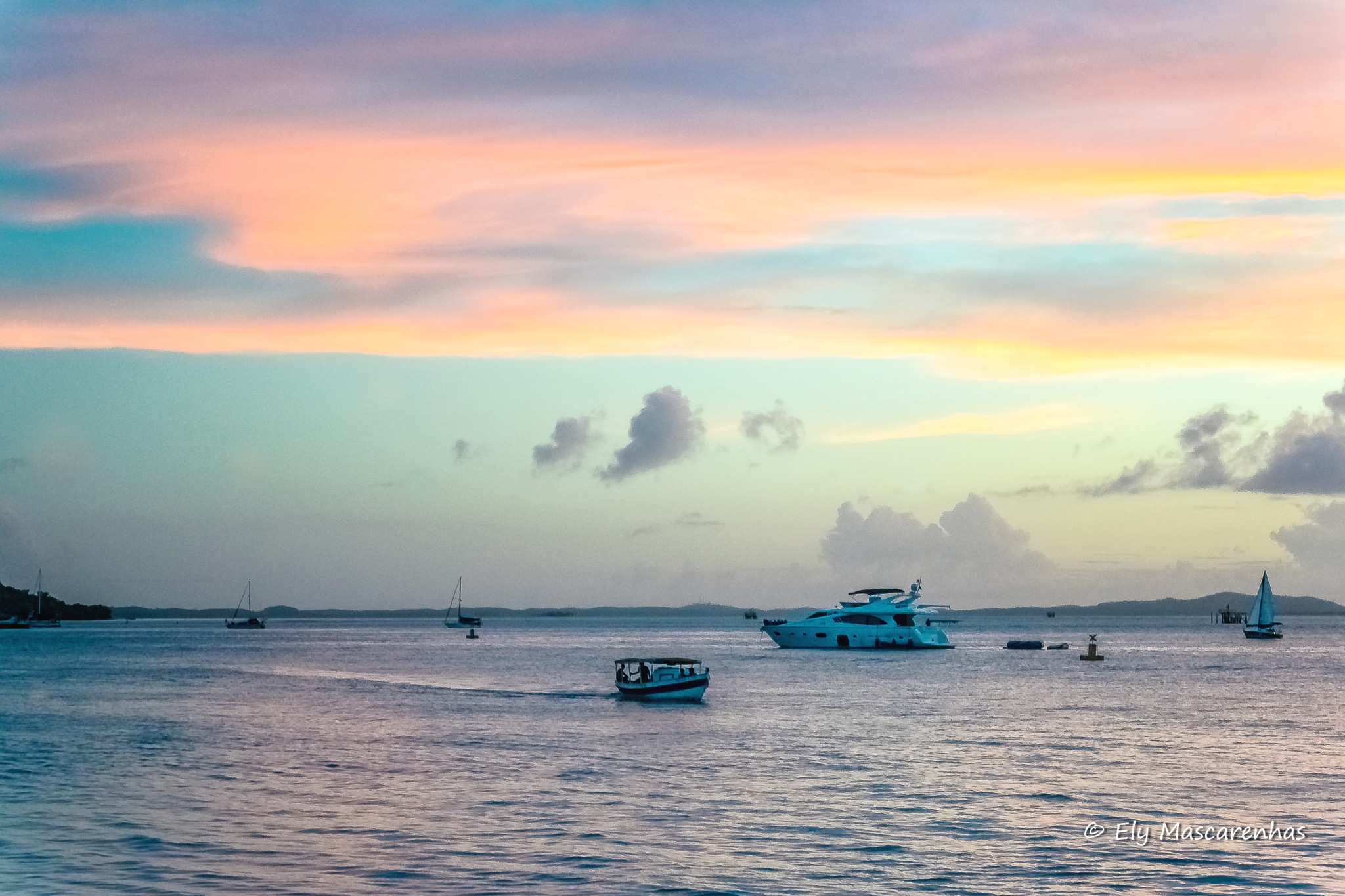 Mar calmo céu luminoso by Ely Mascarenhas