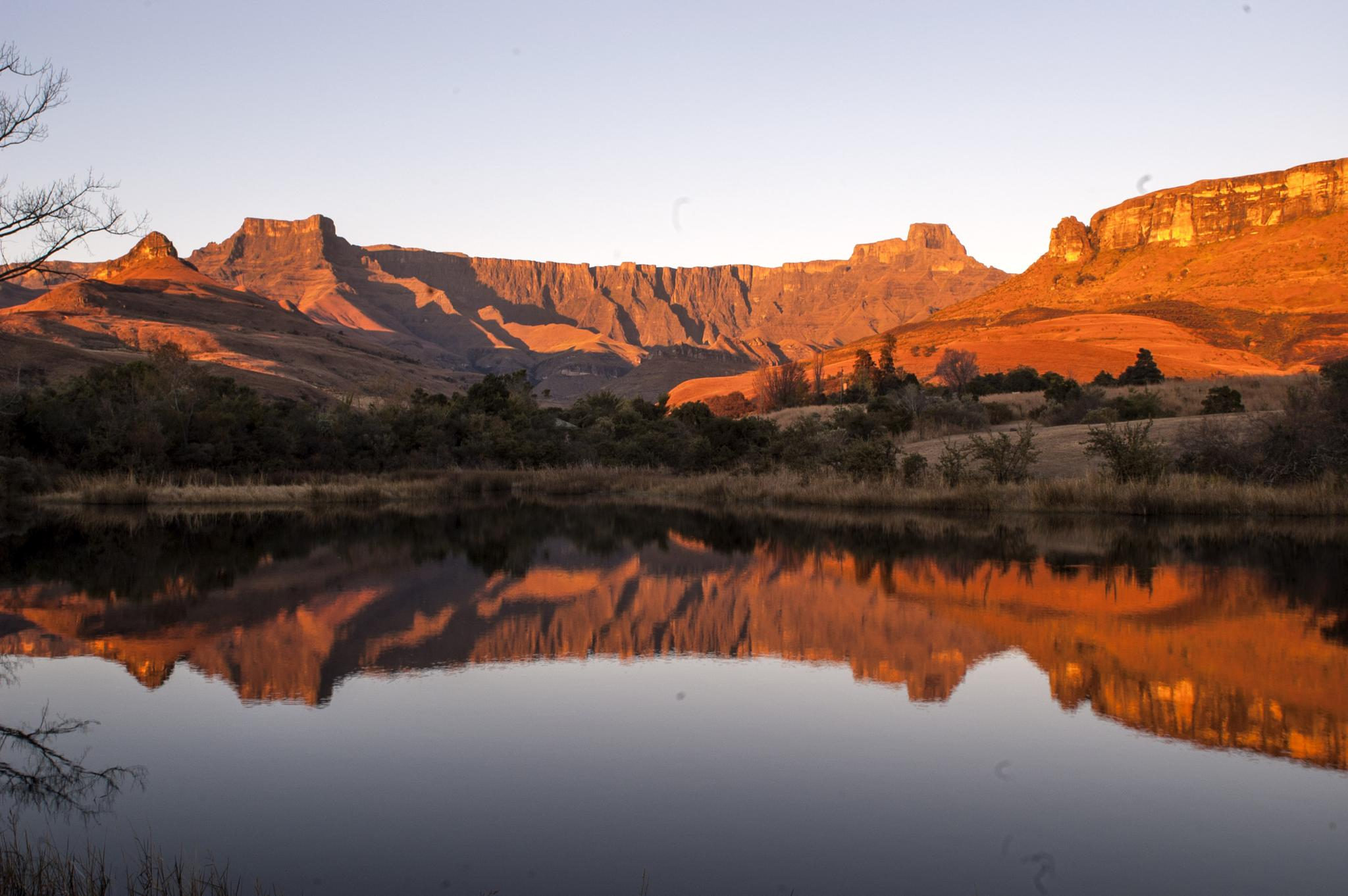 Ampitheatre in the KZN Drakensberg by Lee-Ann Conway