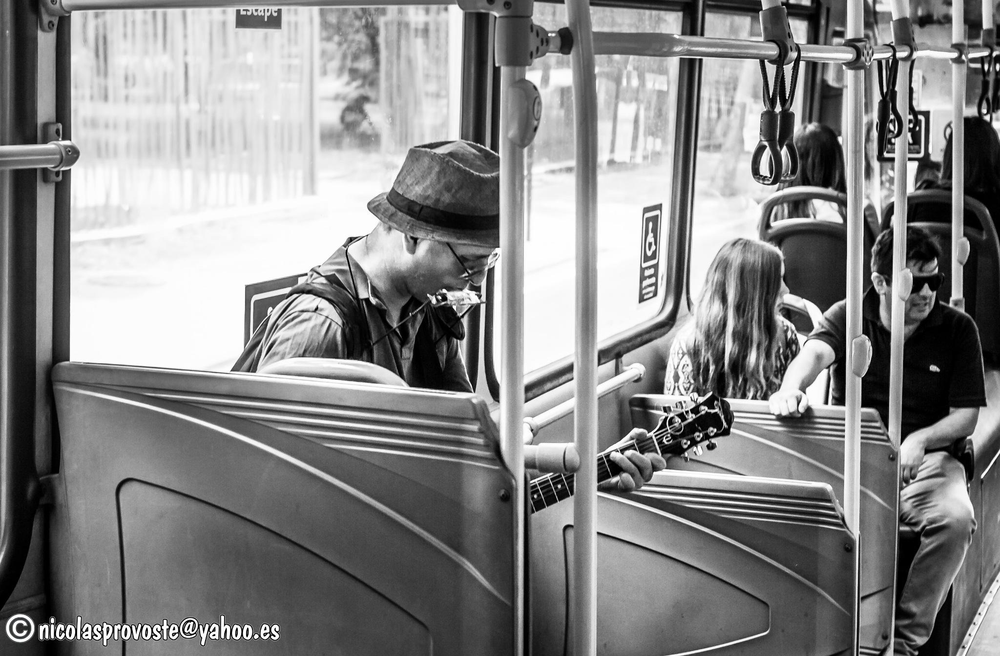 El cantante del bus by nicolasprovoste