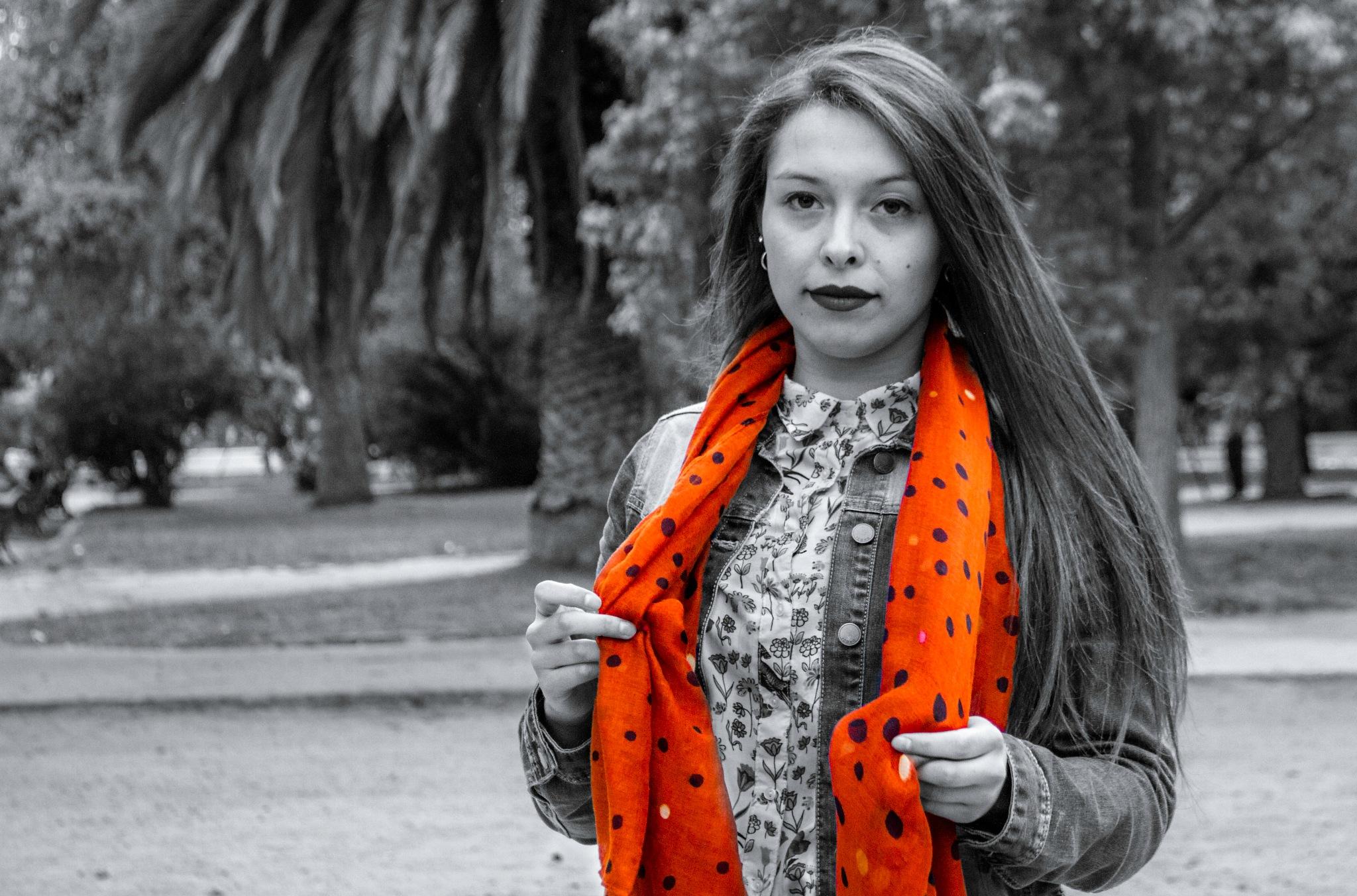 La modelo y su bufanda by nicolasprovoste