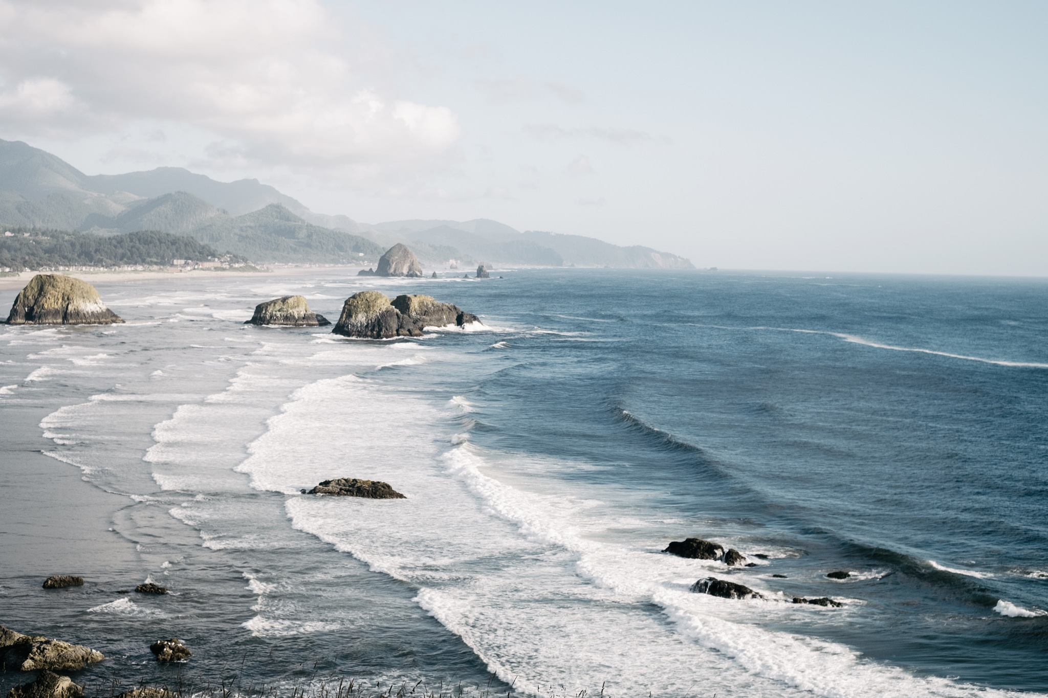 Oregon Waves by Alexander Tran