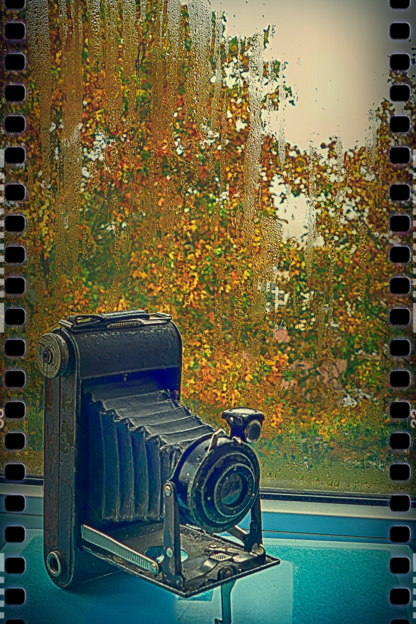 Old camera... by Zenonas Meškauskas