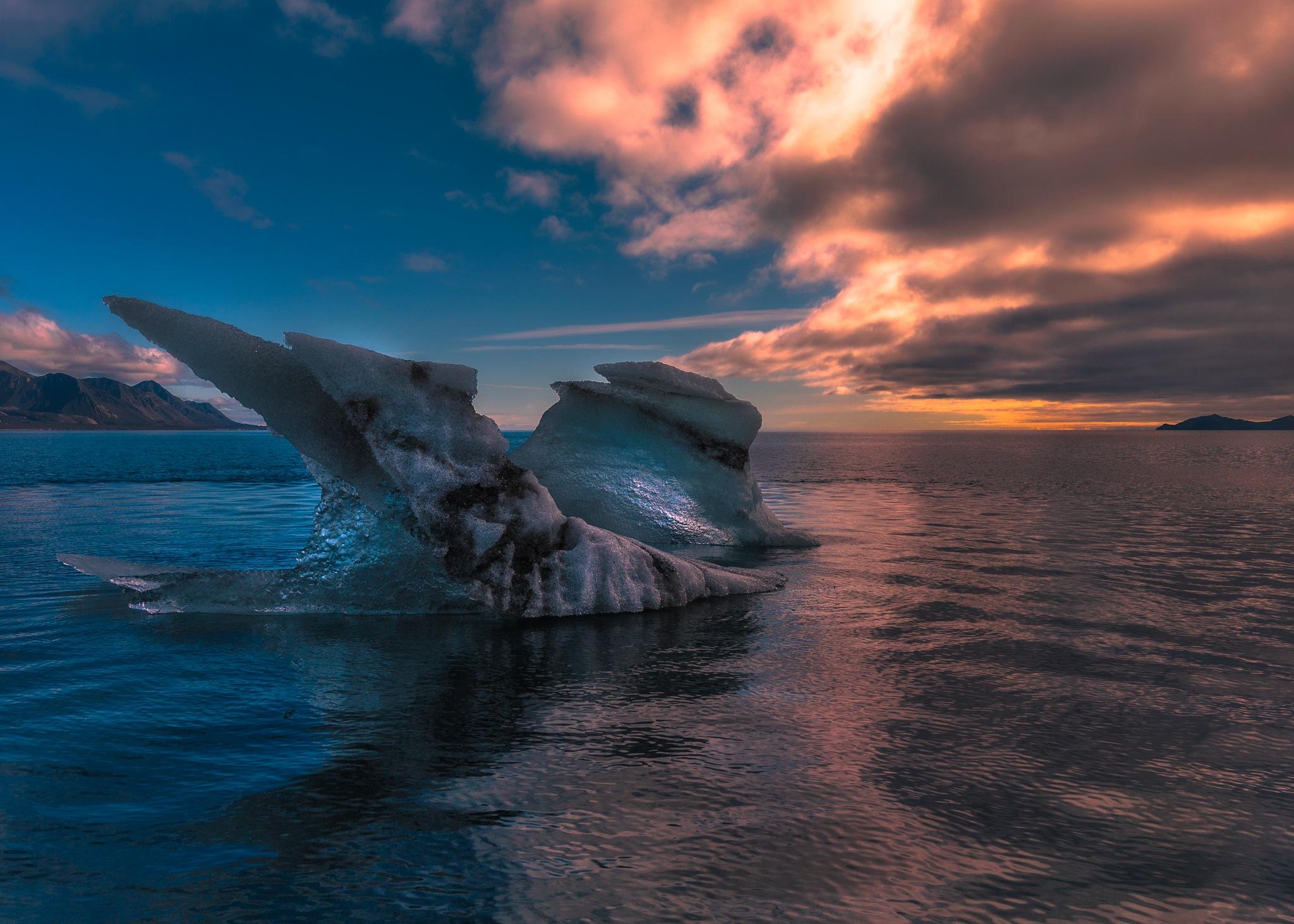 Iceberg Sunset by Terje Nilssen