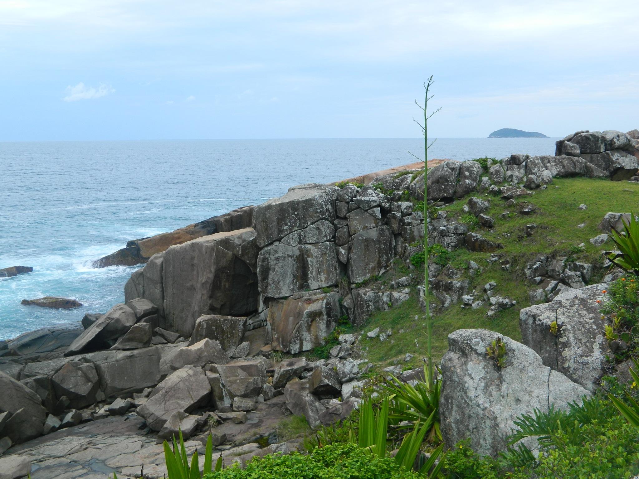Sem as rochas as ondas não subiriam tão alto by roneilow