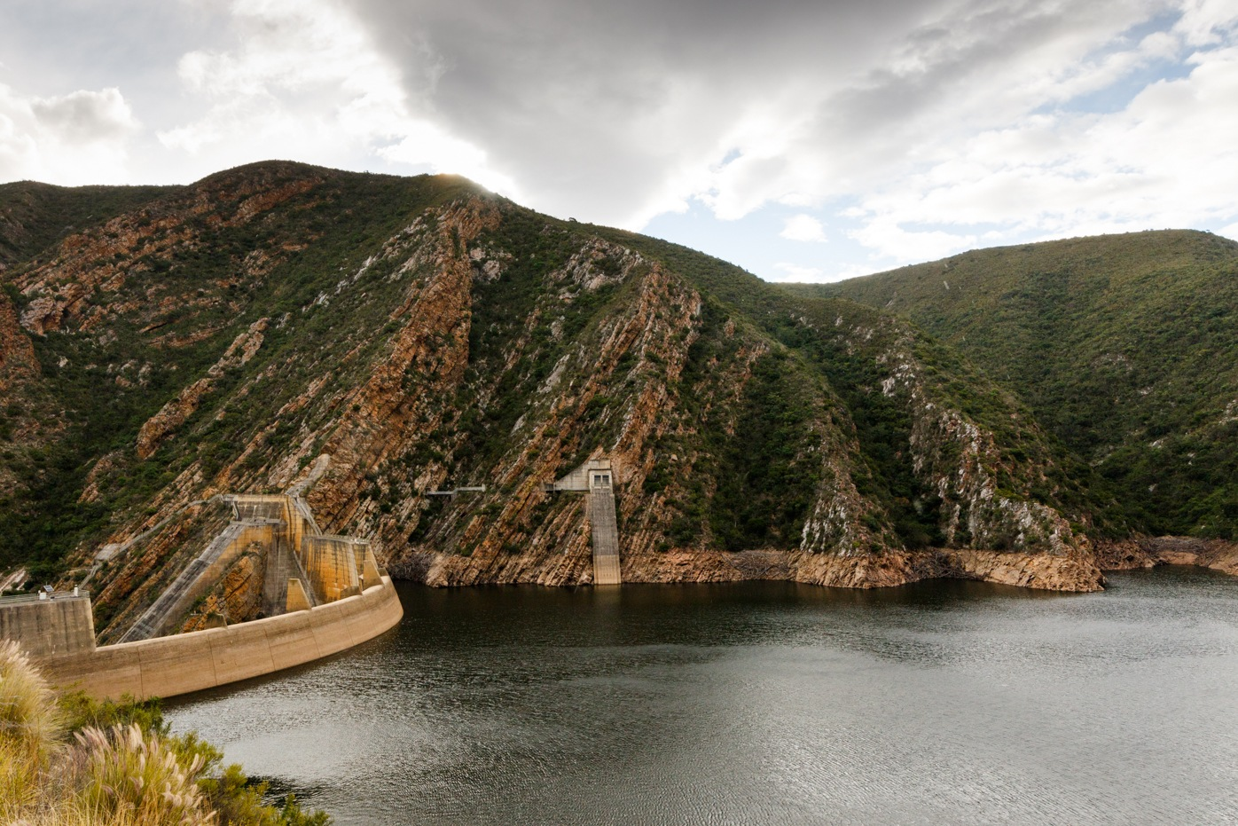 Low water level at the Kouga Dam by Mark de Scande