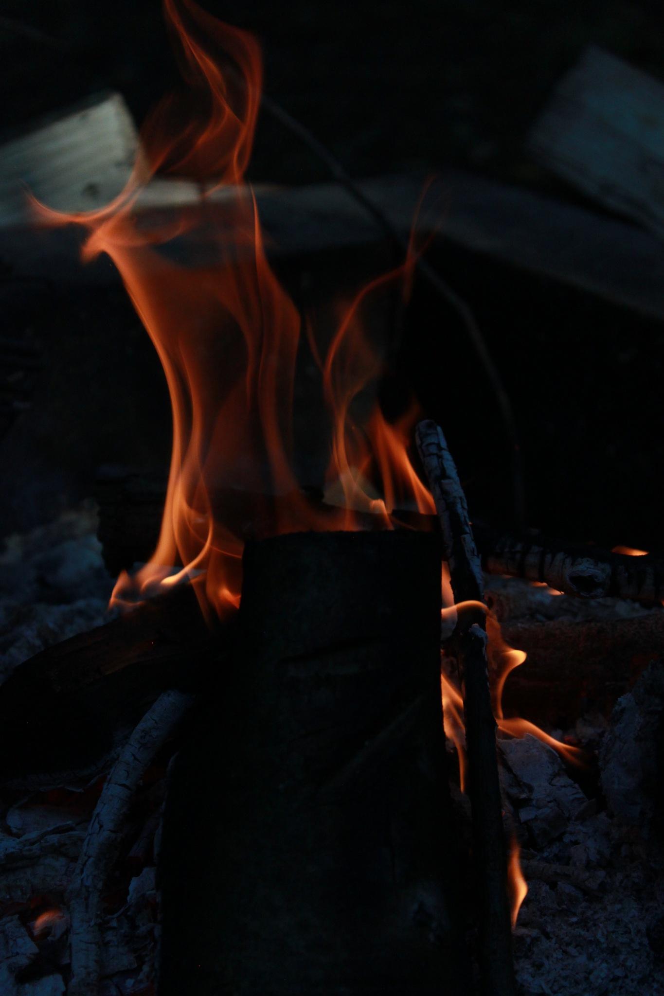 smokey flames by Iriswright