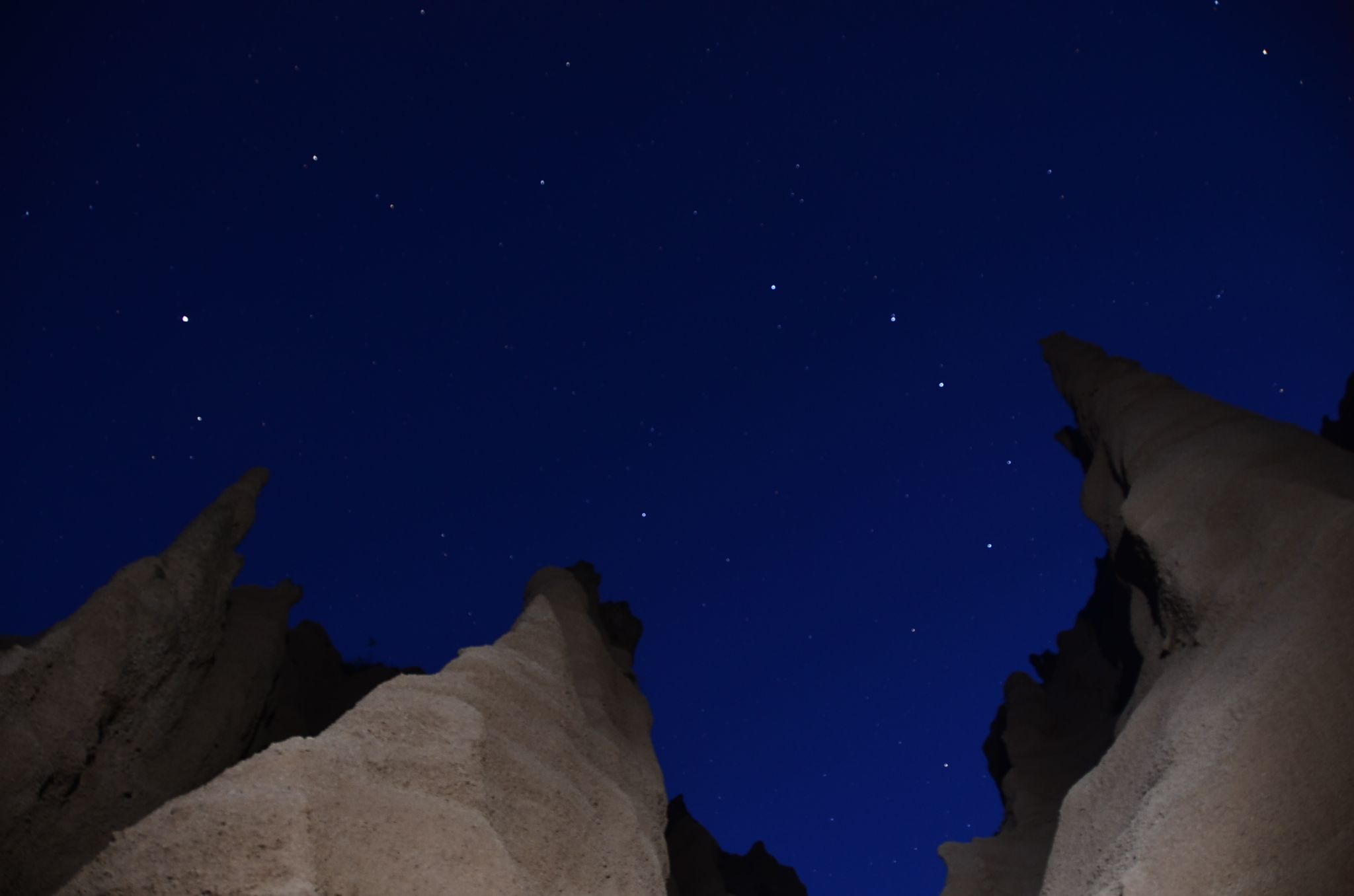 Under a ceiling of stars in the sky by Tito Picotti