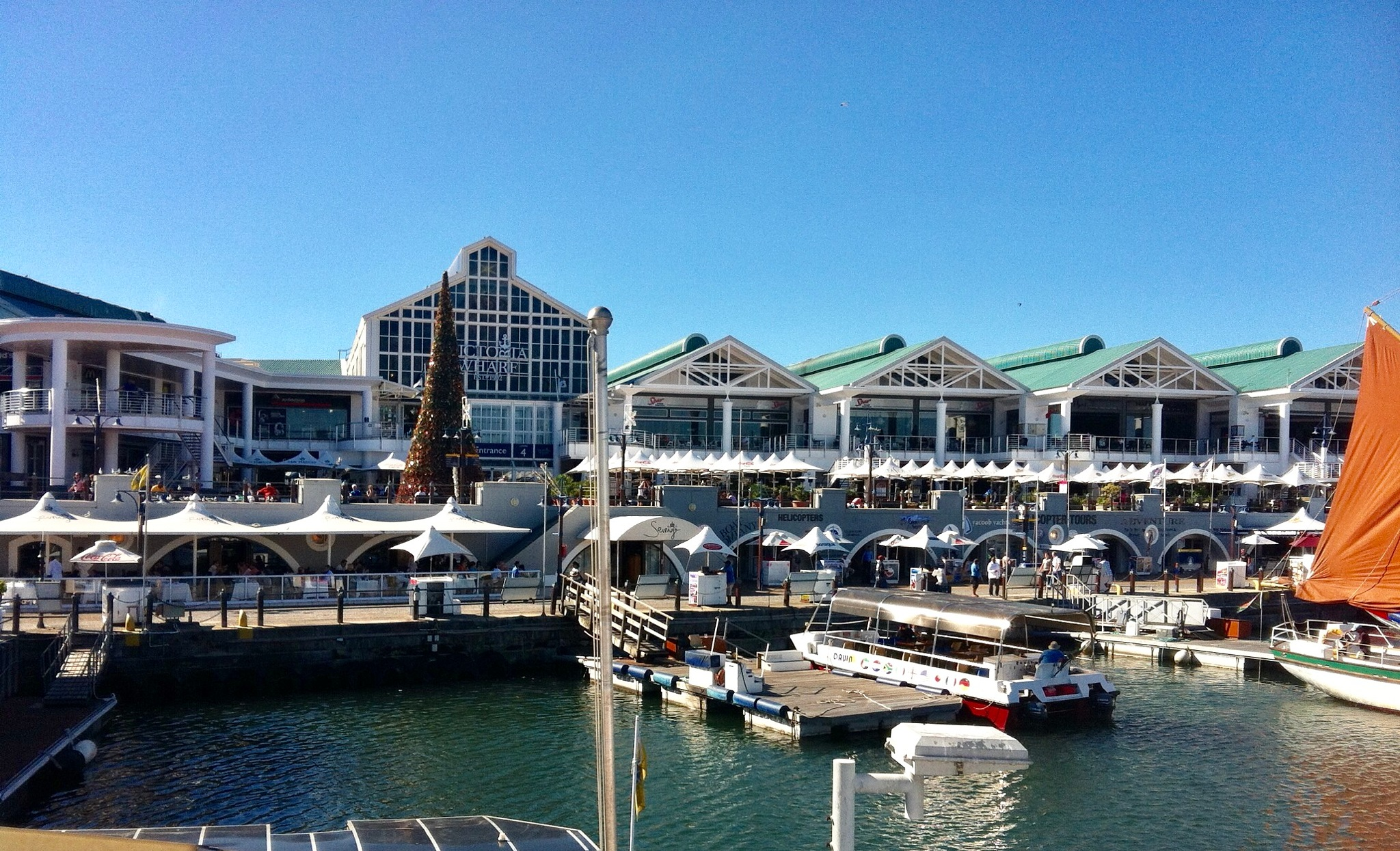 Water front......Cape town. by Ashraf Younis