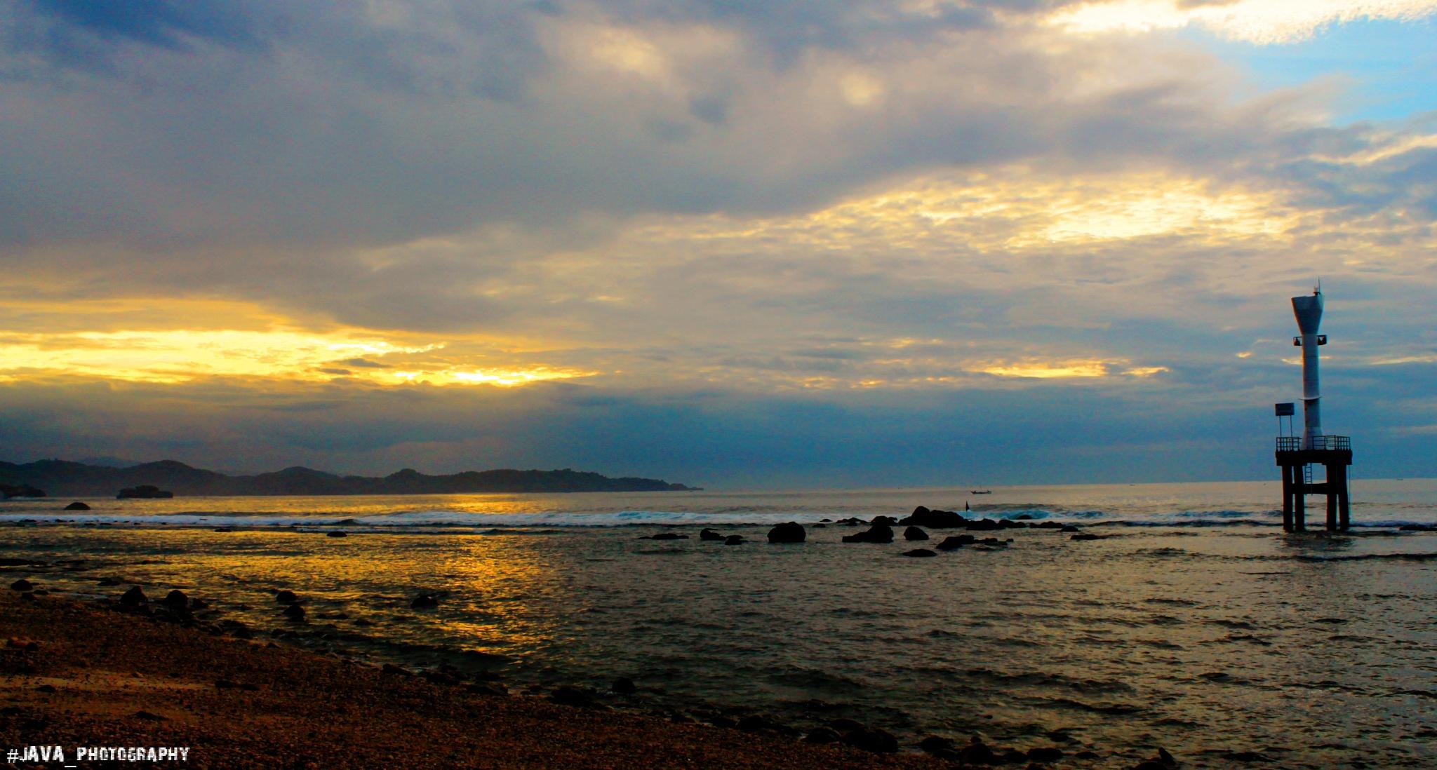 pacitan beach by pief gustida