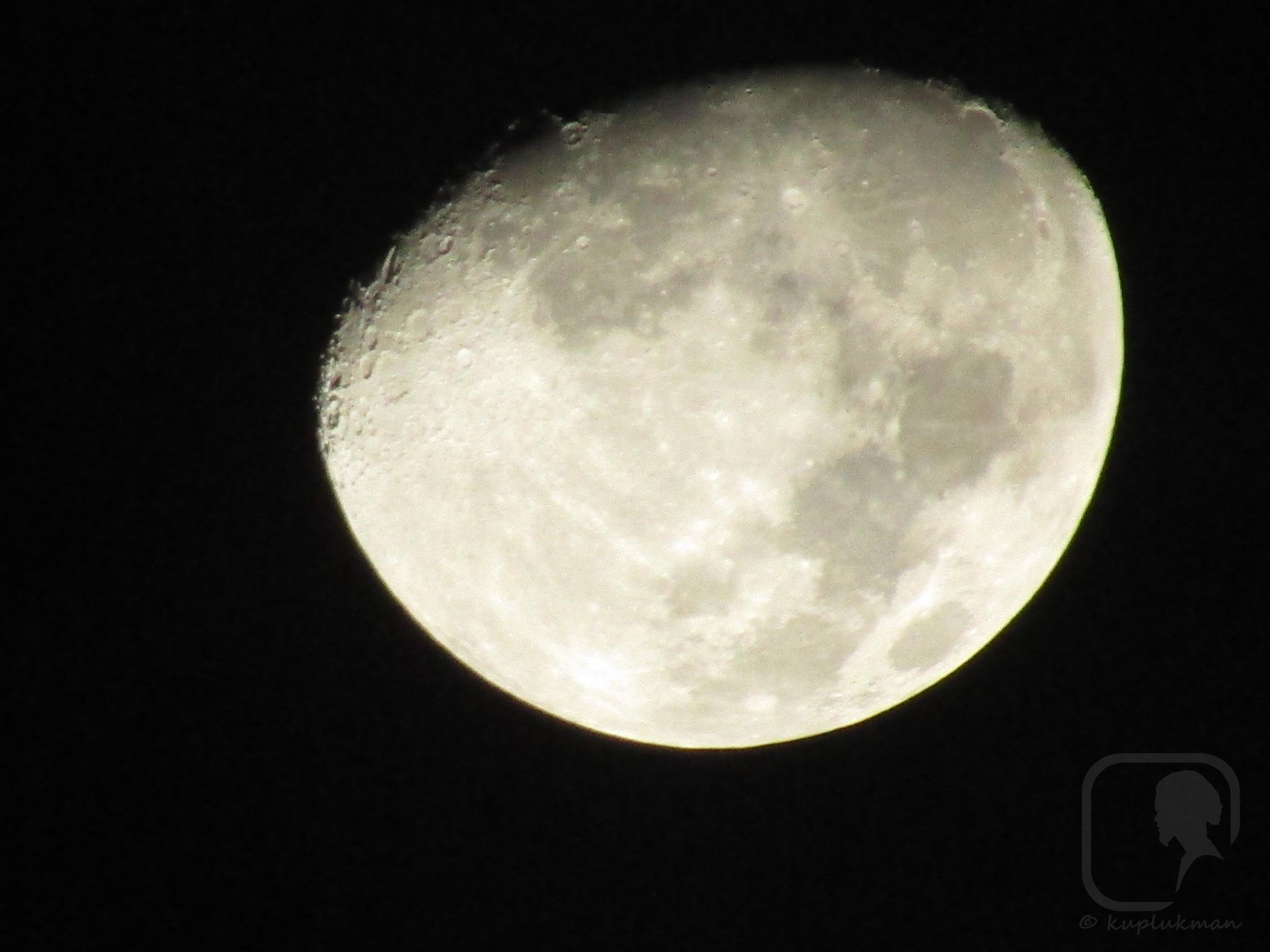 Waxing Gibbous Moon. by kuplukman