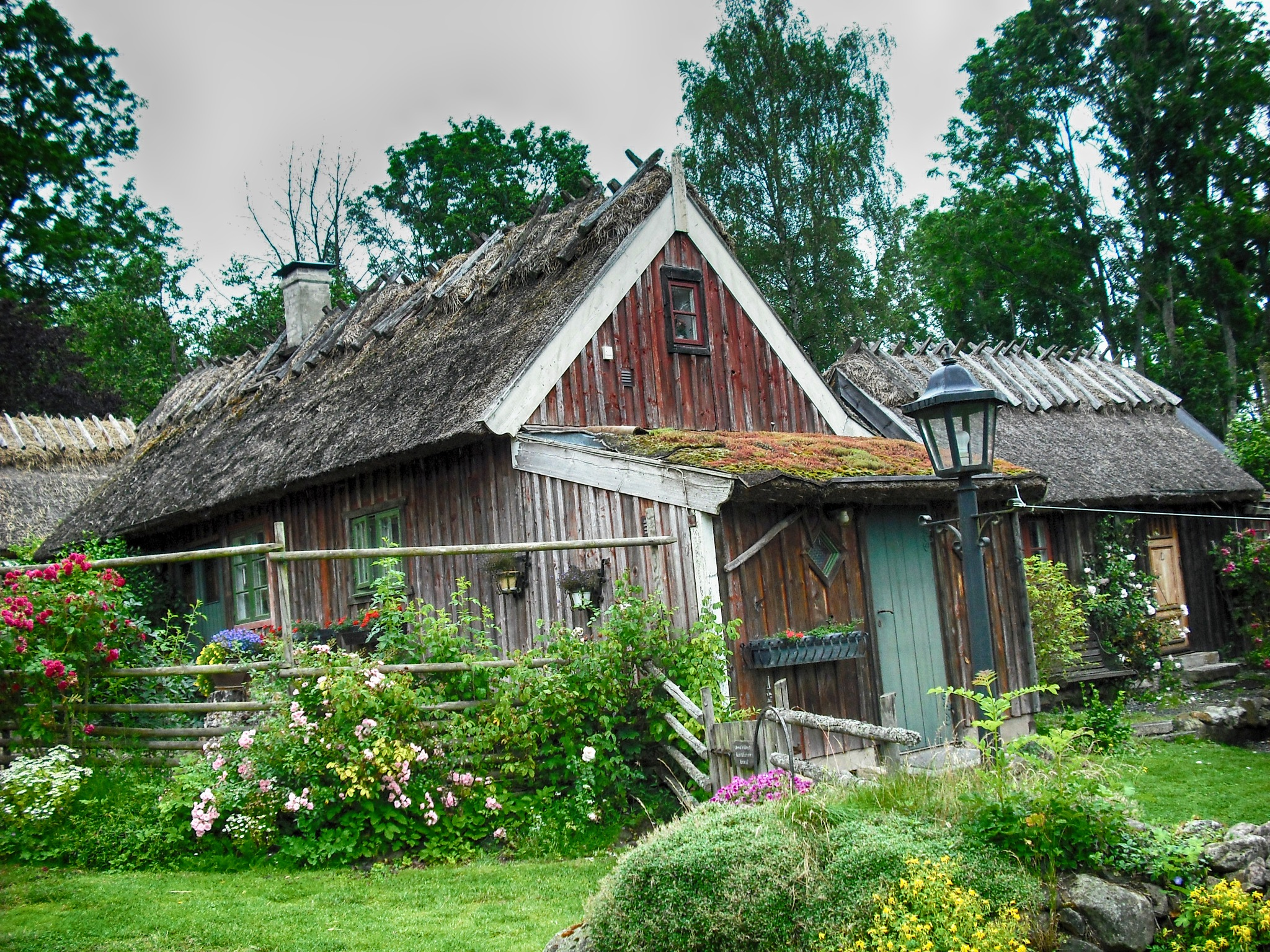 Old Cottage by furudwaith