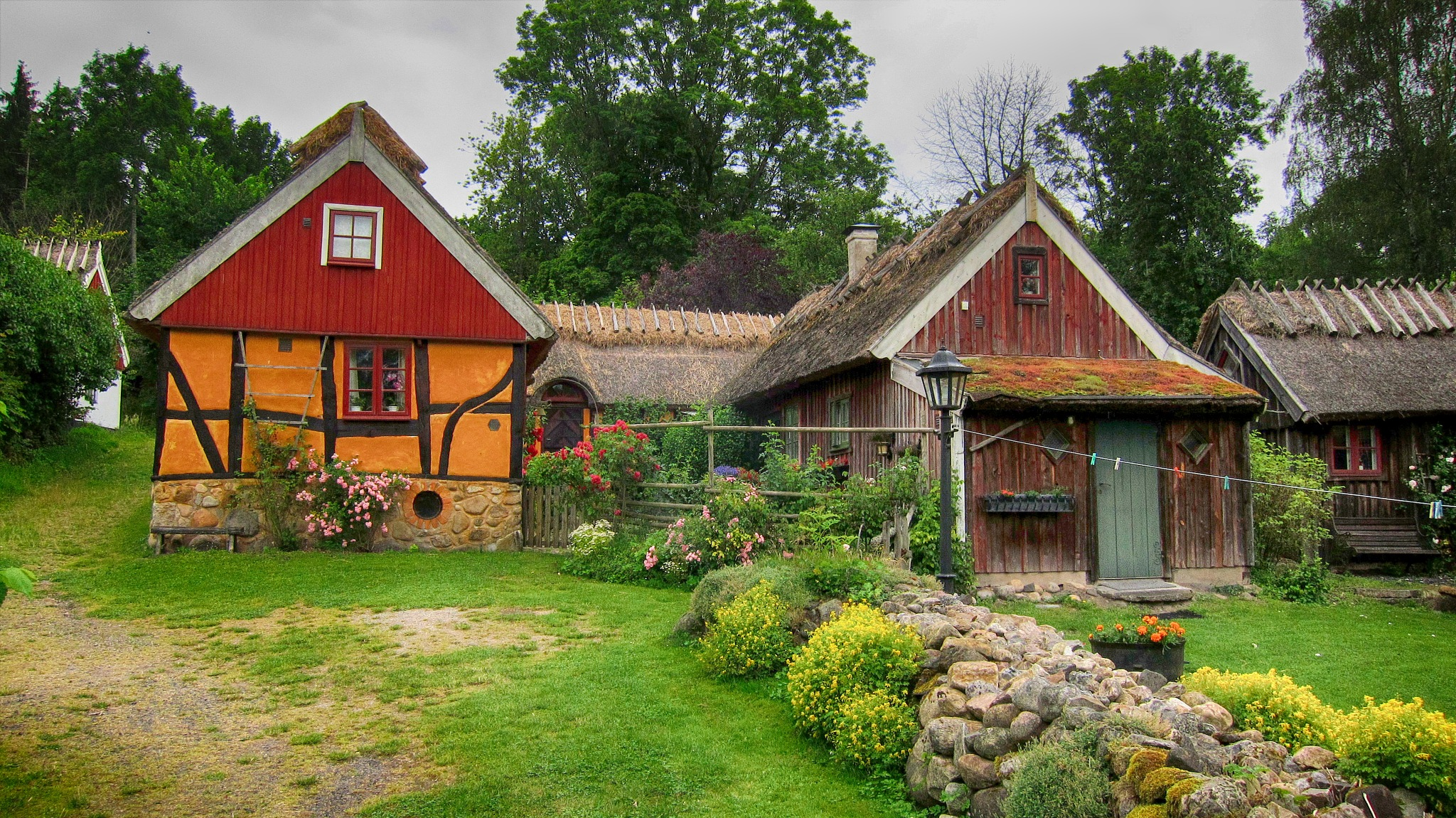 Old Houses by furudwaith