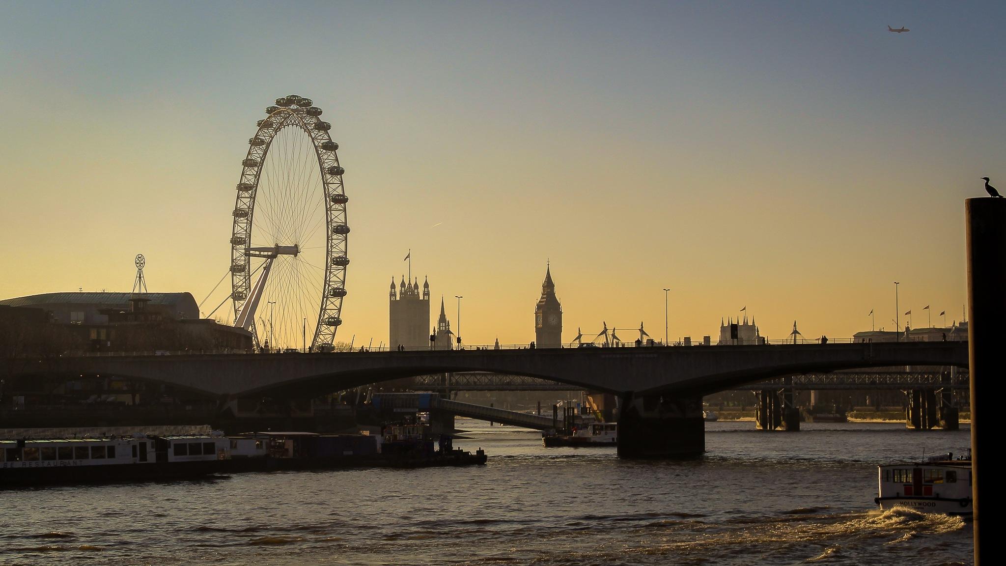 London sunset by Rafael Puerto