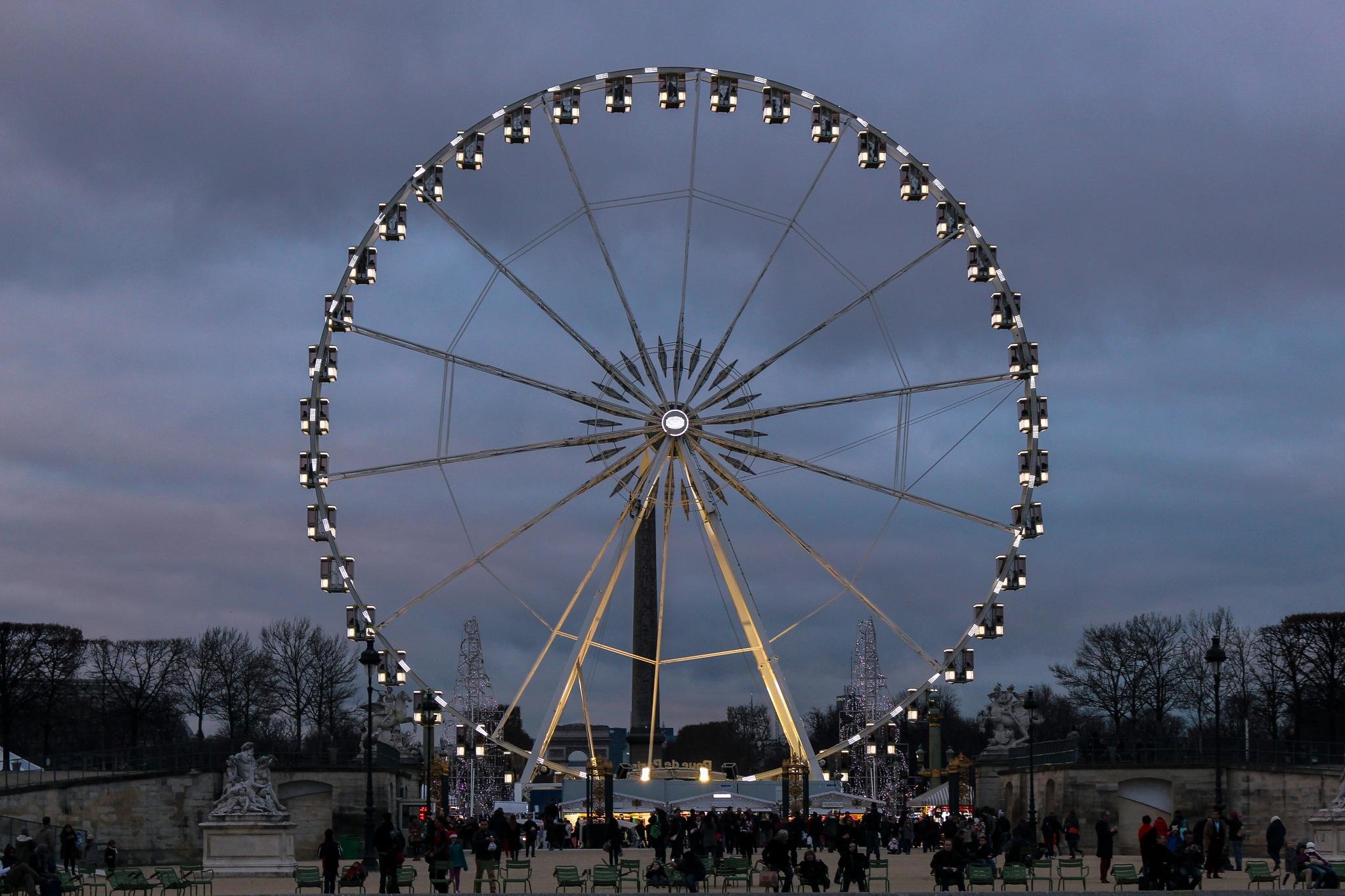 Paris, France by Rafael Puerto