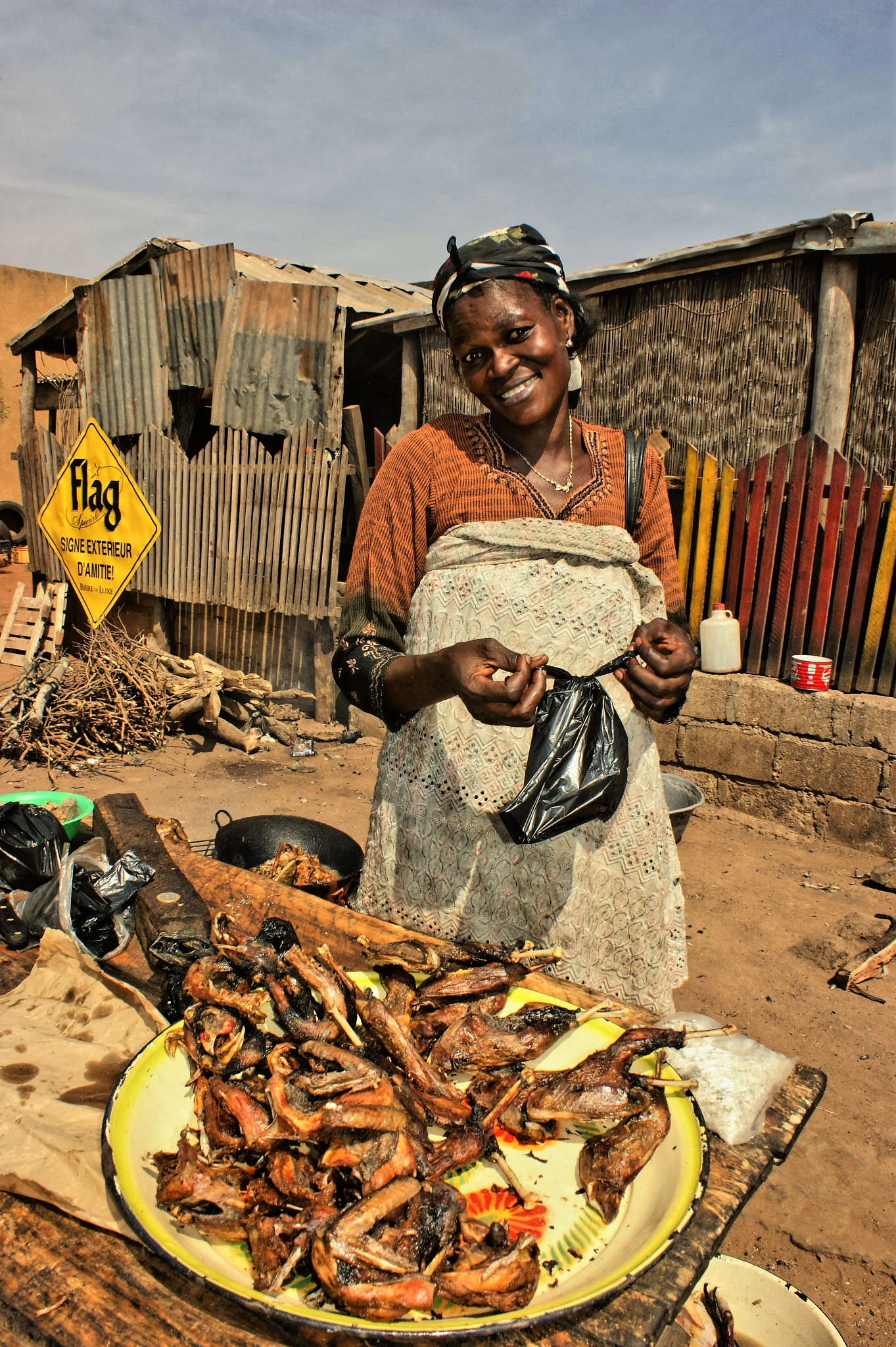 Burkina woman selling fresh local, roosted chicken by RemoKurka