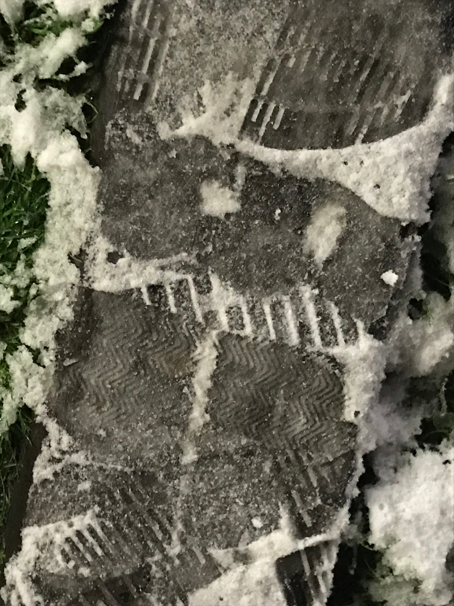 foot on snow  by mutti
