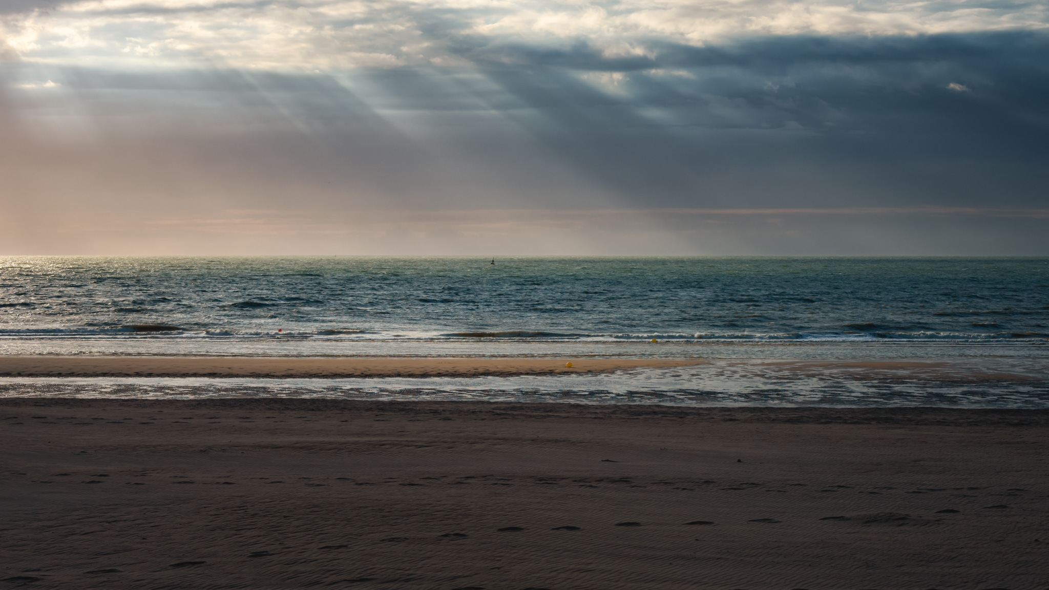 Light painting over the North Sea - Oostende by Safta Ciprian