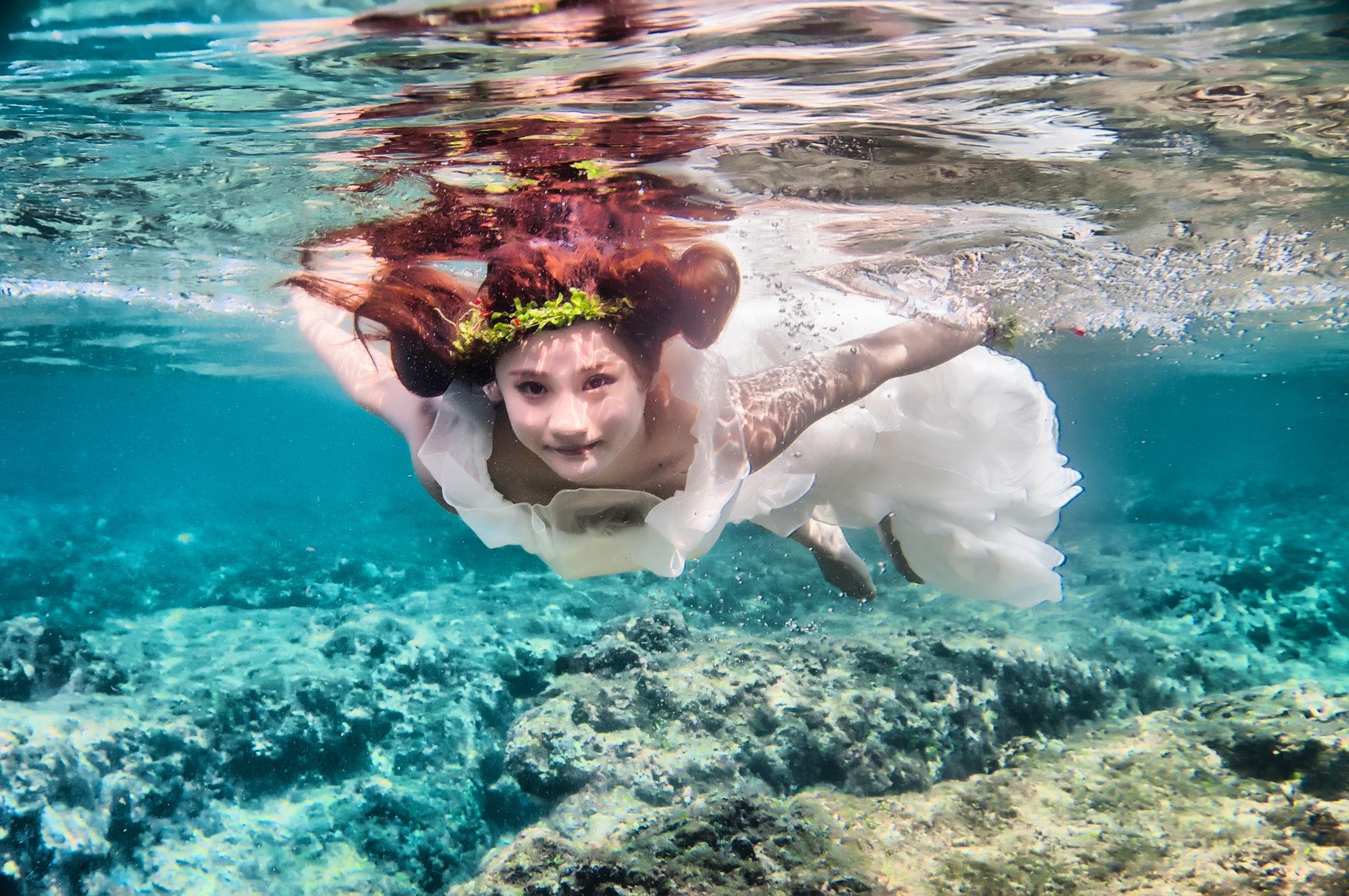underwater  by Wen Chen