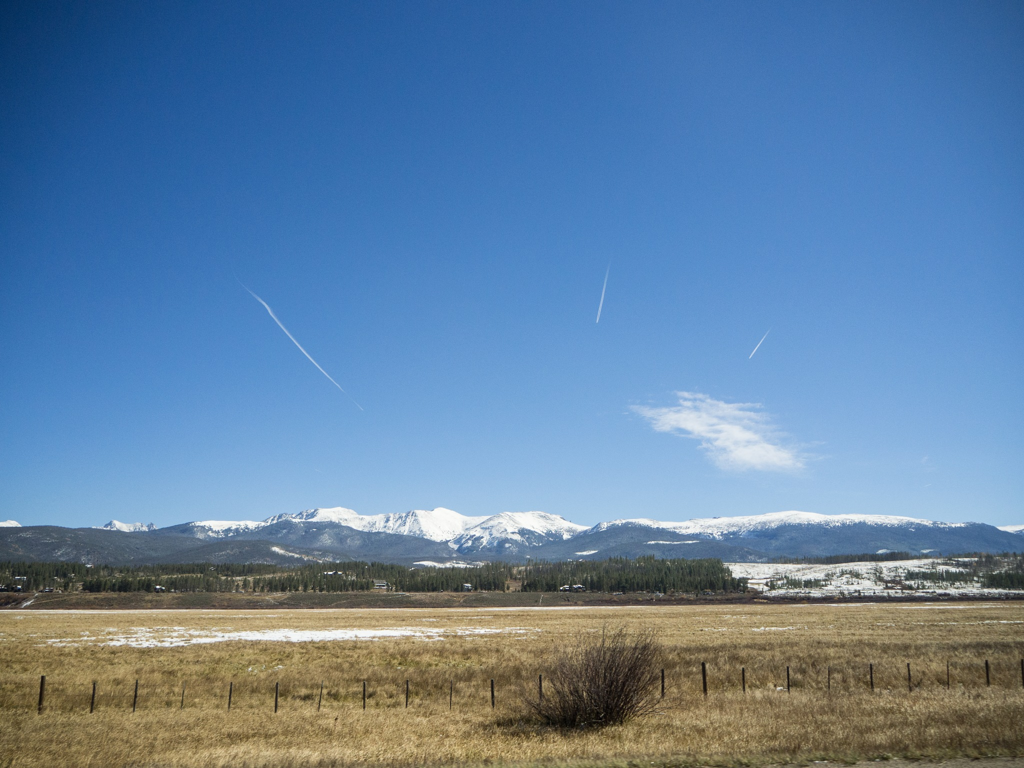 Rocky Mountain Contrails by mrife
