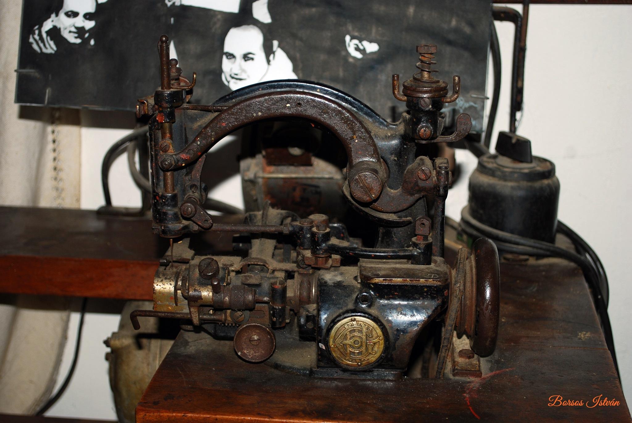 Szalmakalap varrógép - Straw hat sewing machine by Borsos István