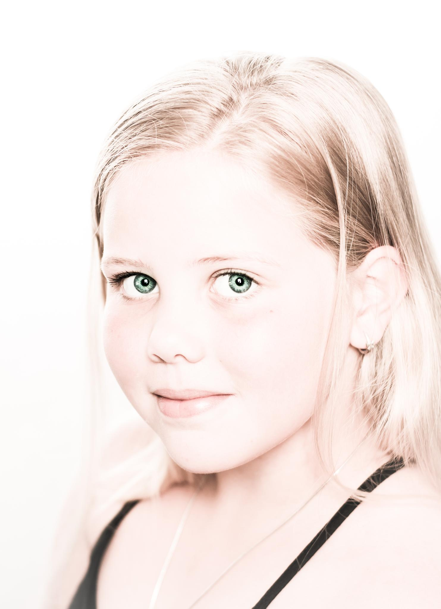 high key portrait by Marcel van Oosterhout
