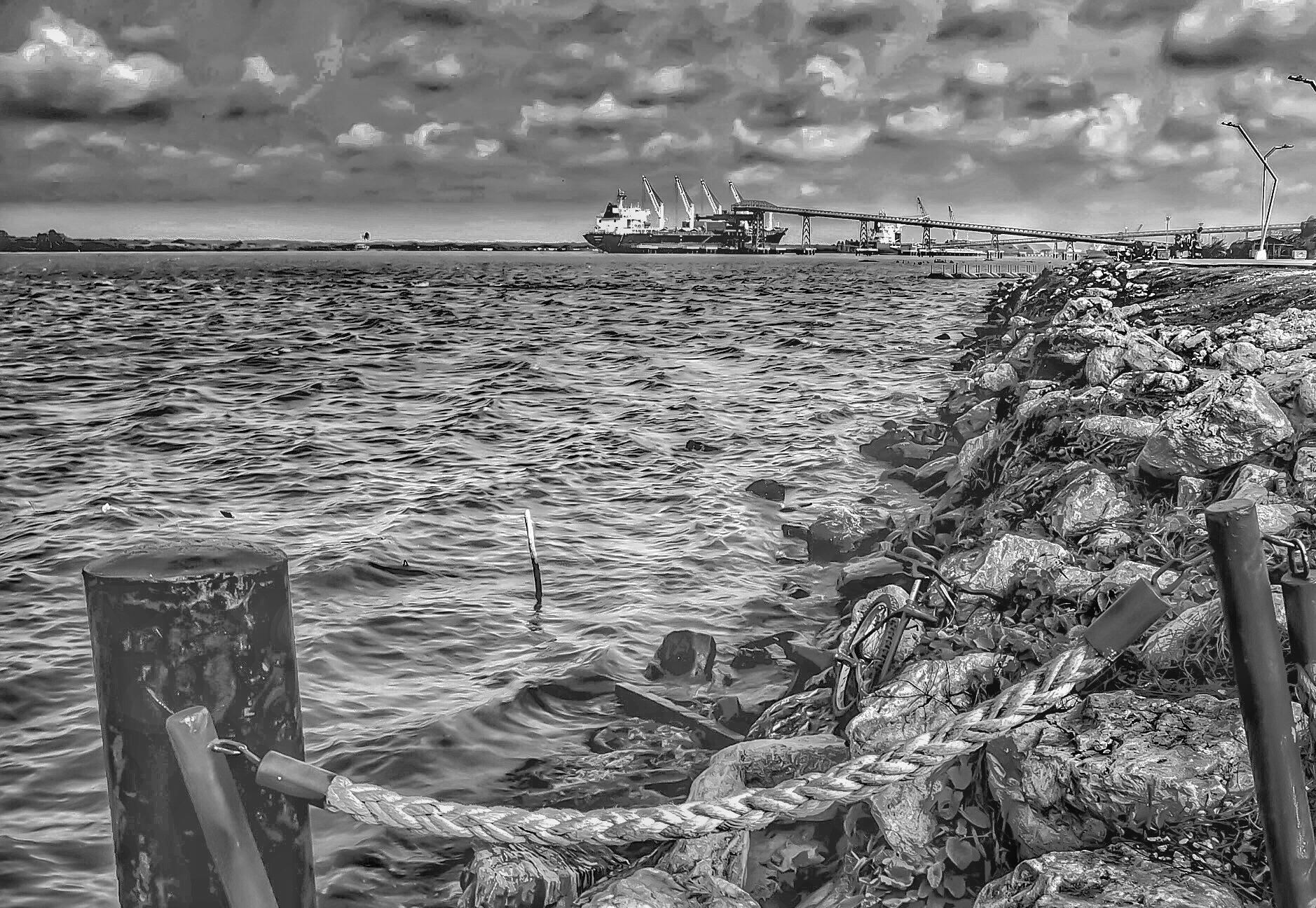 Here comes the rain by Mario Herrera Bastidas