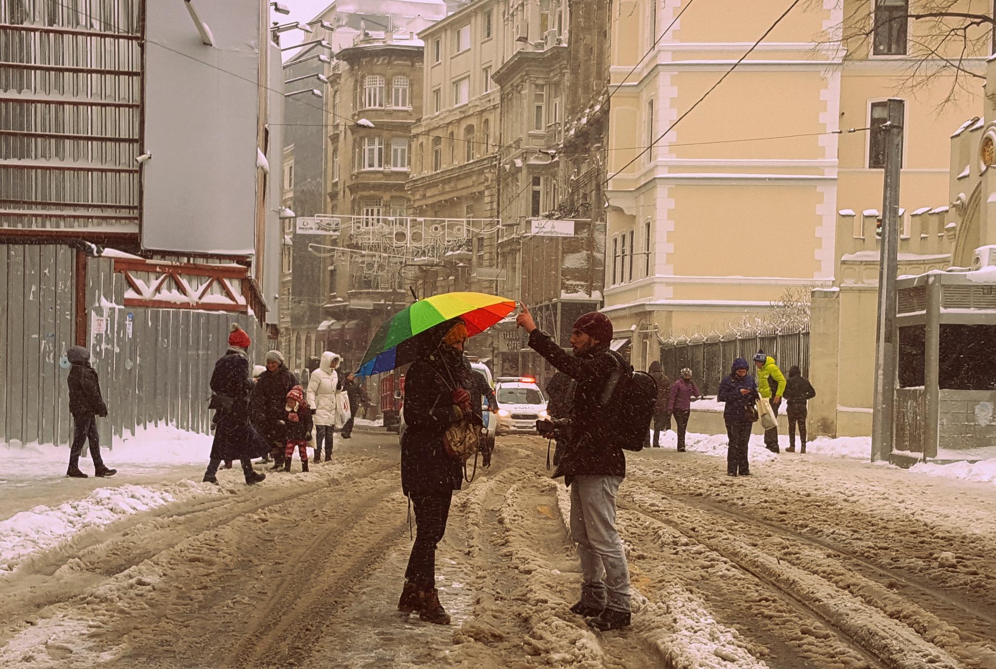 Şemsiyeyi düzgün tut fotoğraf çekecem. by syalcin1980