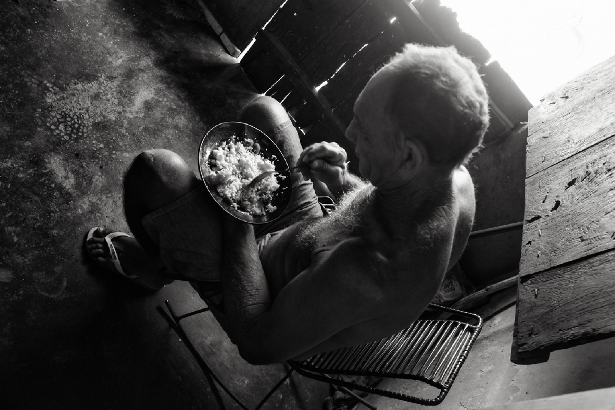 Hora do almoço... by Jose Bezerra