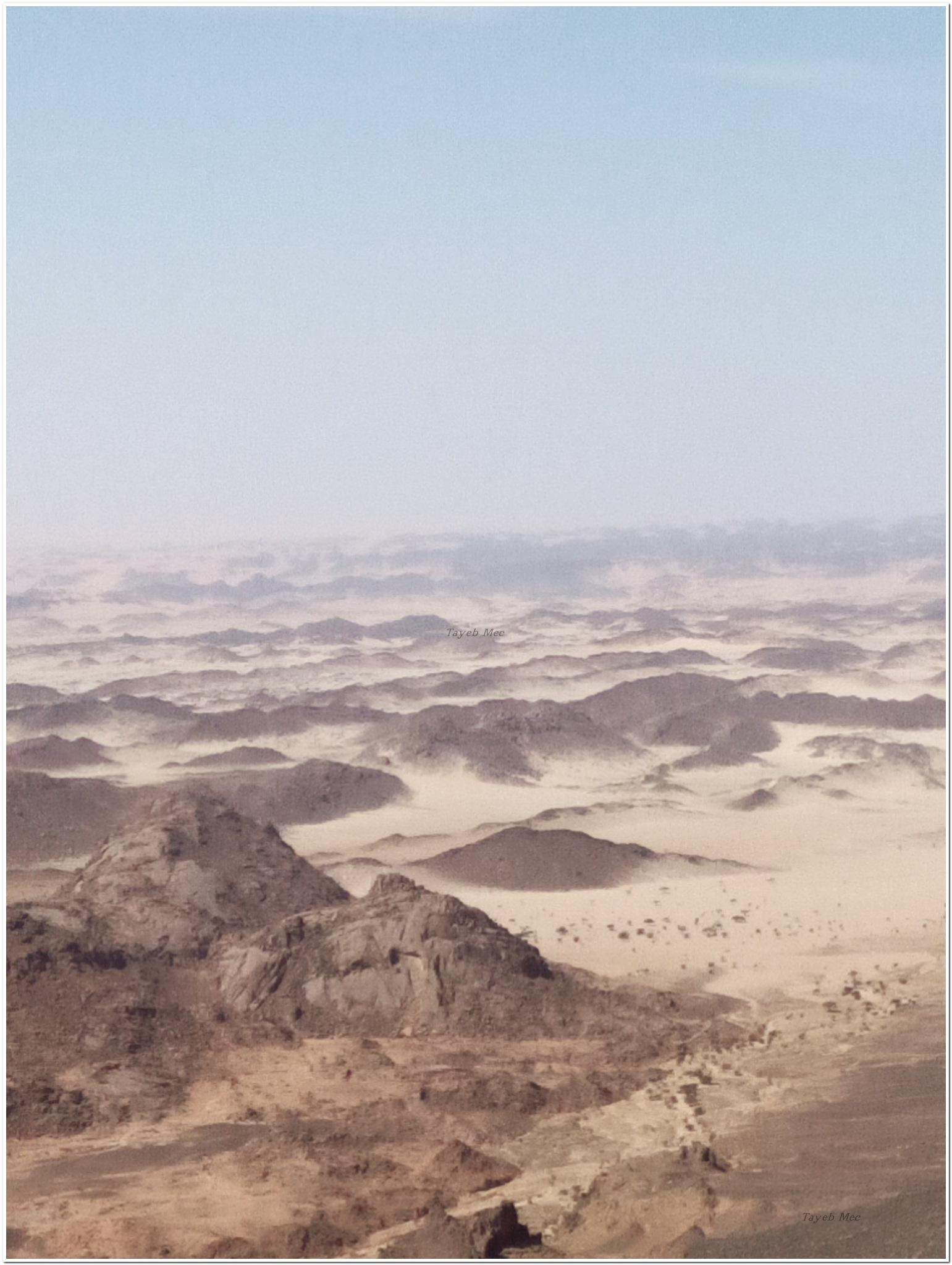 Du haut du Plateau IJABARANE( geant en langue targui) tassili n'ajjer Djanet Algérie  by Tayeb Mechour