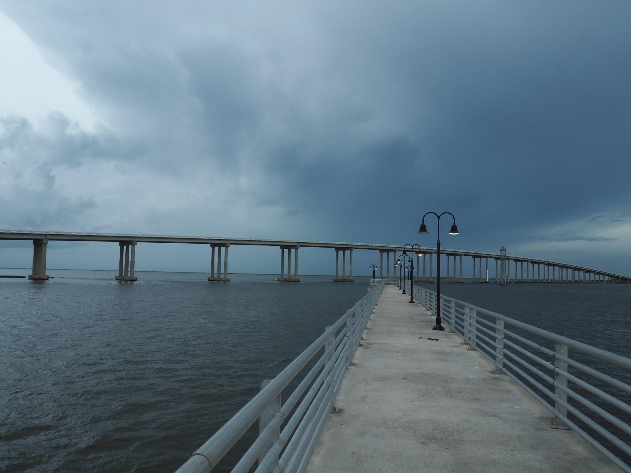 Pier meets Bridge by jerrym
