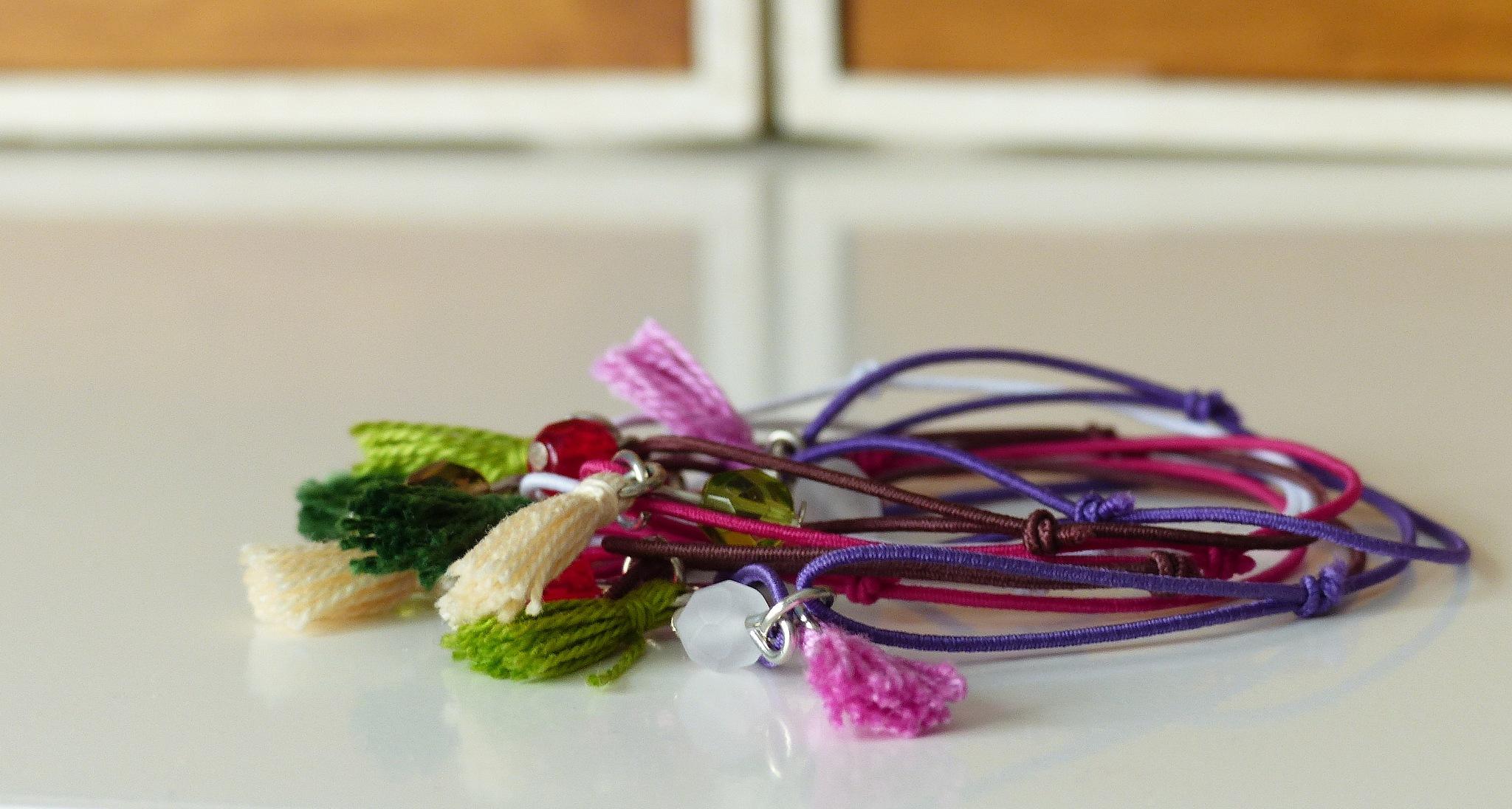 Elastic bracelets by milalamares
