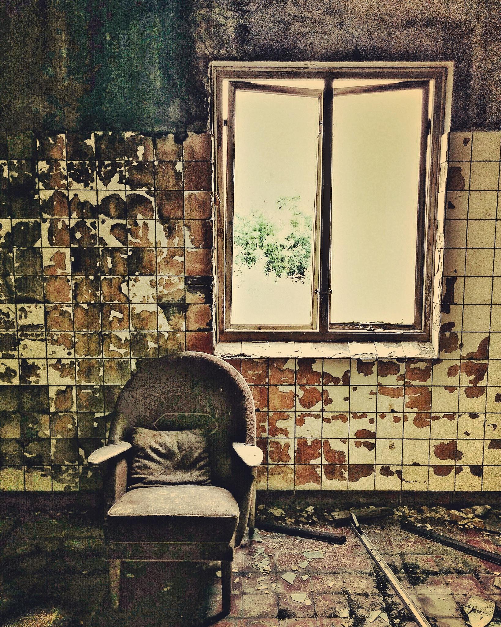 Window Chair by ADifferentTrail