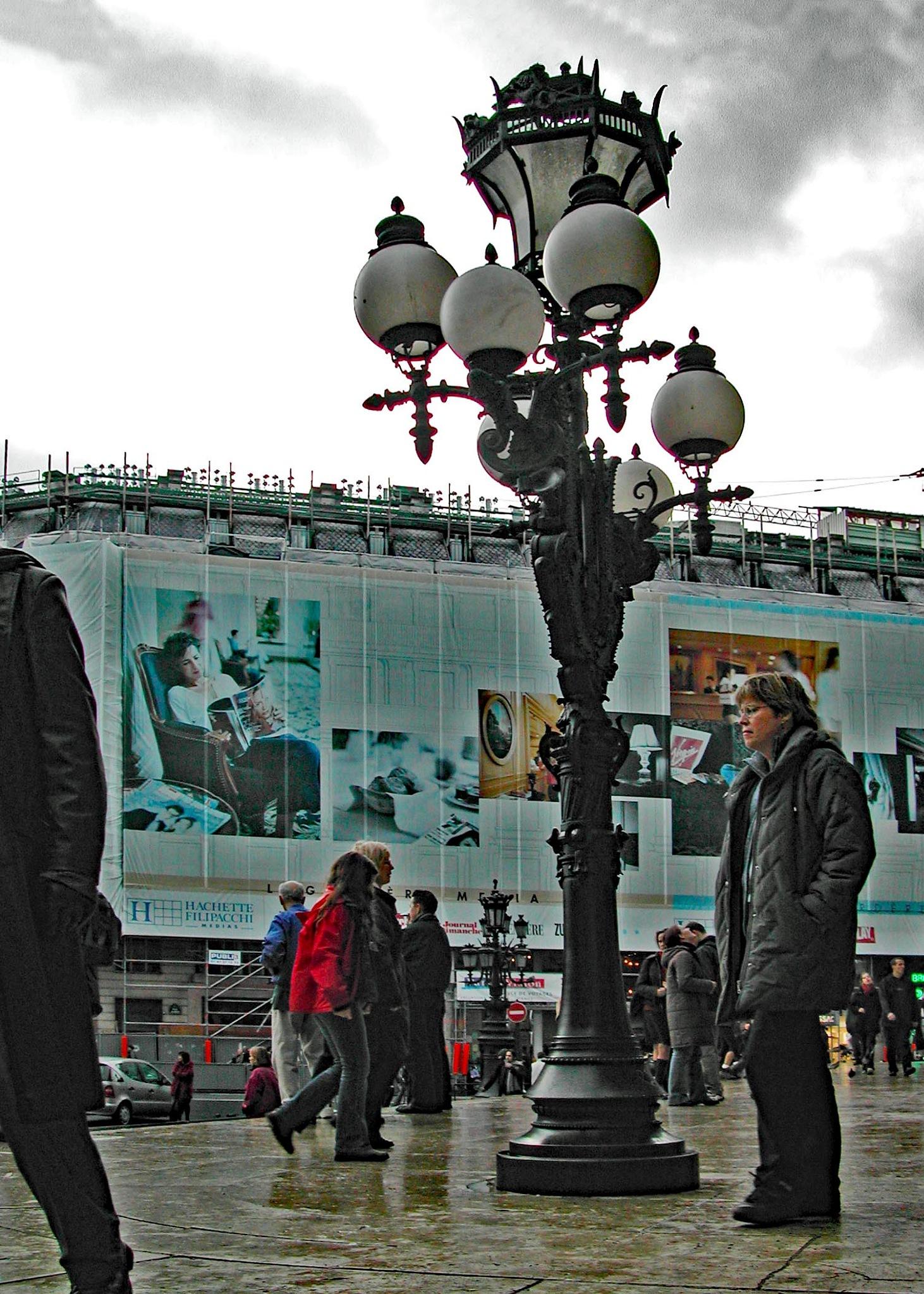 Streetlight in Paris by HaWaFoTo