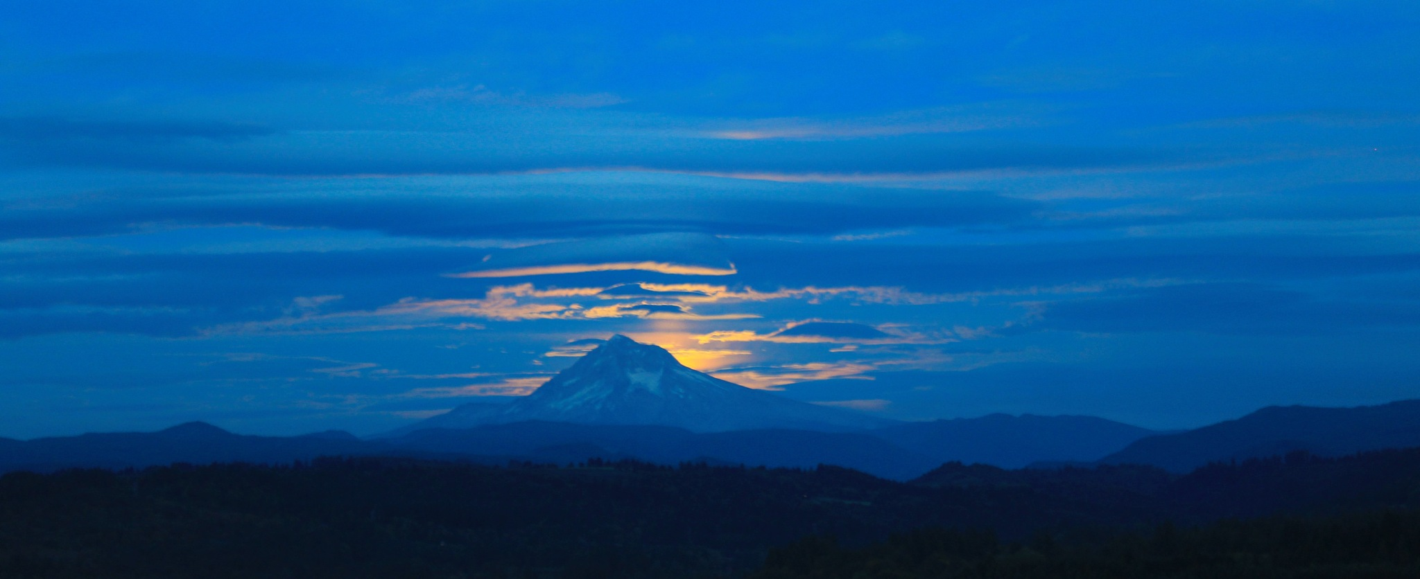 Mt. Hood moon rise by Kevin7