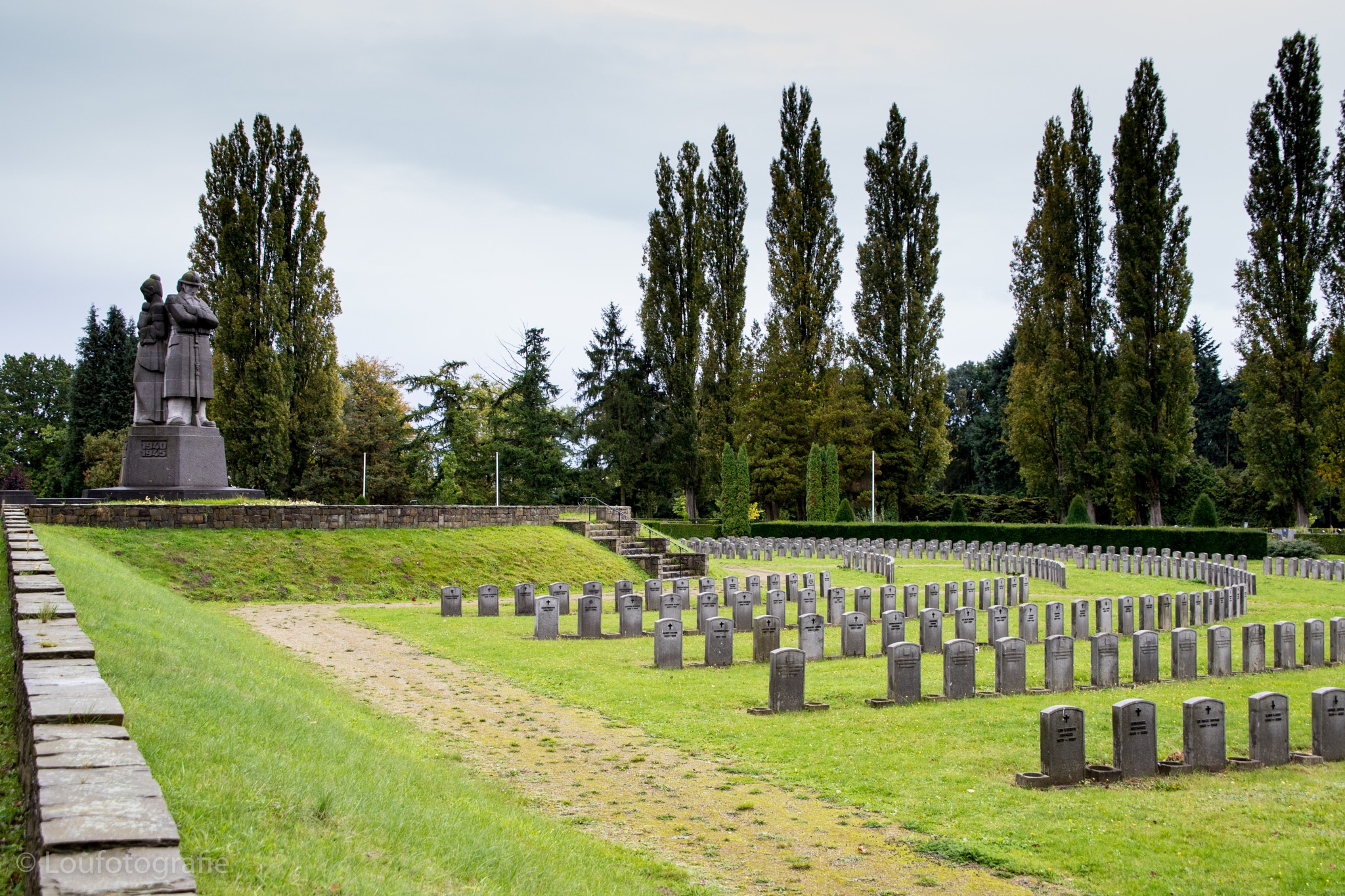 Military graveyard in Vogelensang by Loufotografie
