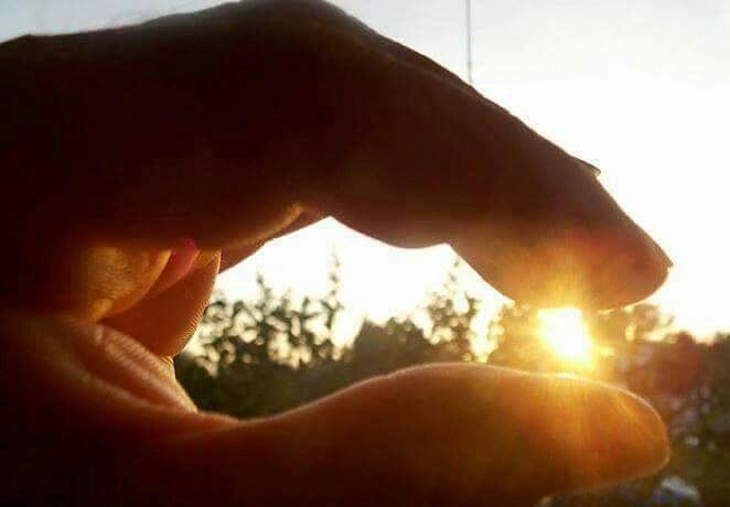 La vita è solo un istante ..una piccola luce nelle mani del Dio ..un attimo  perso in univero  by marinella1