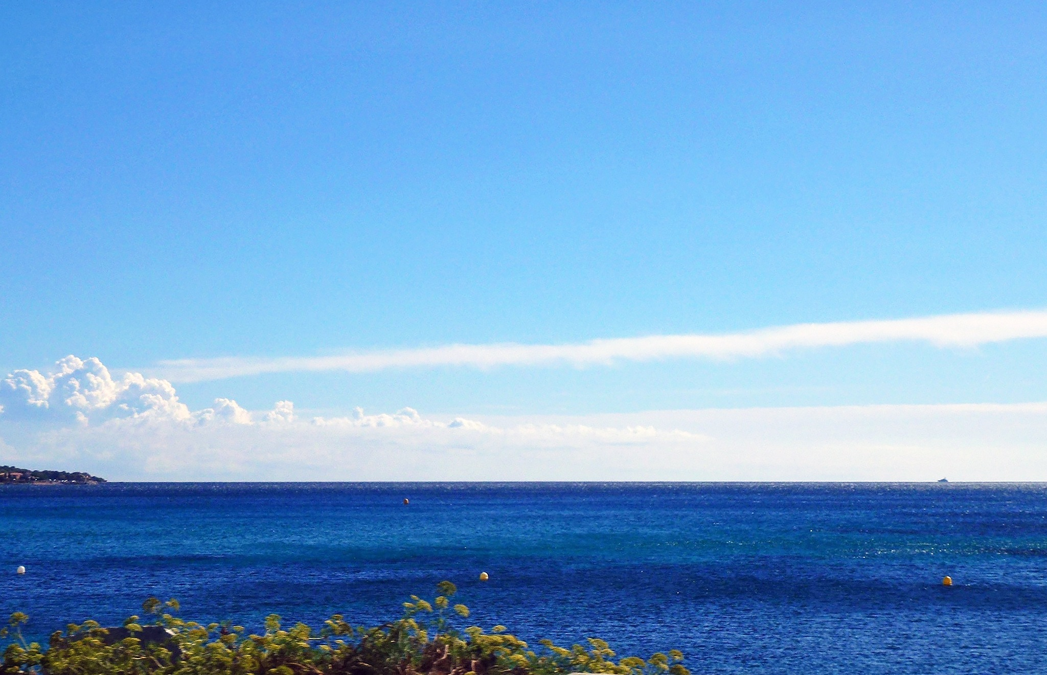 Color of the sea when Mistral wind is blowing by GillesB