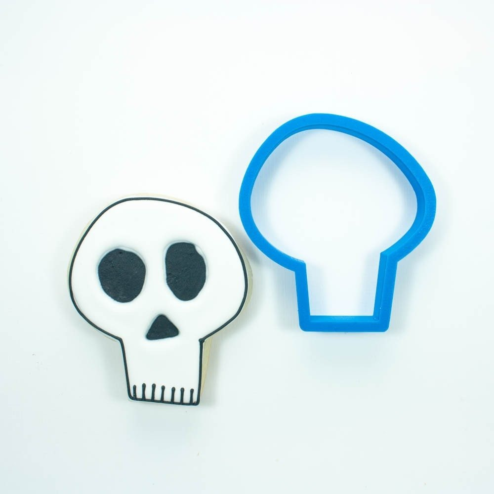 Get Various Sizes of Skull Cookie Cutter by frostedcookie