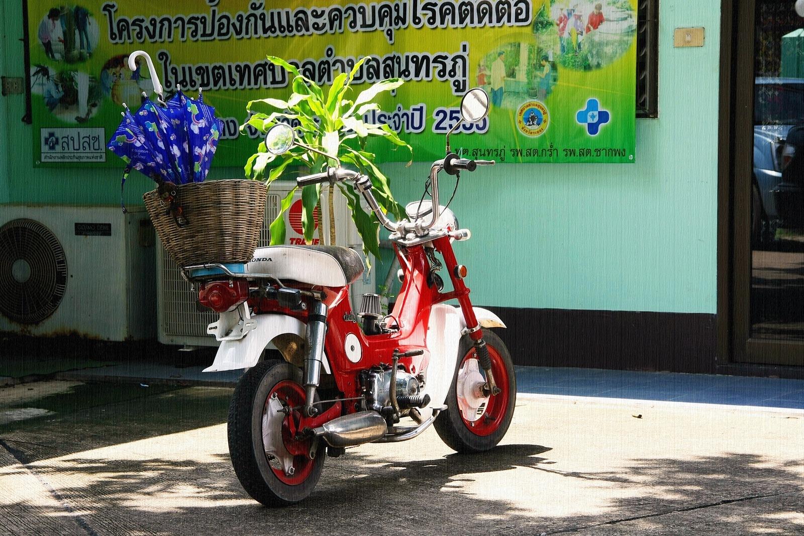 Classic Motor Bike by Toom Wai Thong