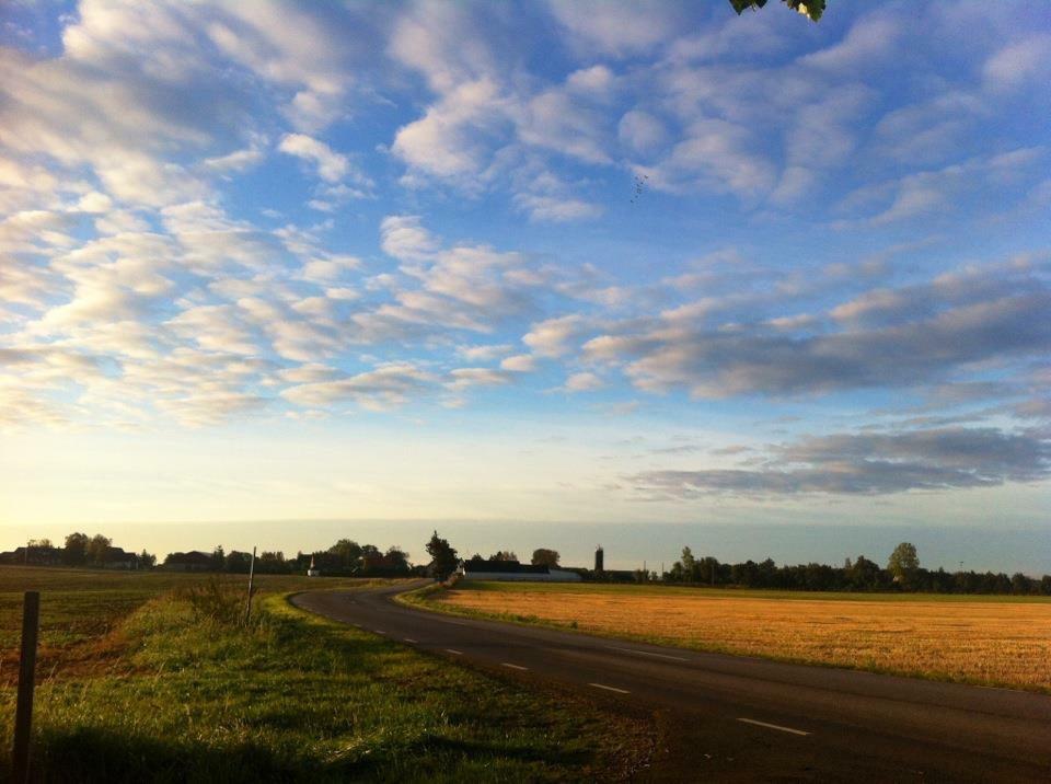 Before sundown outside viken by Daniel Svensson