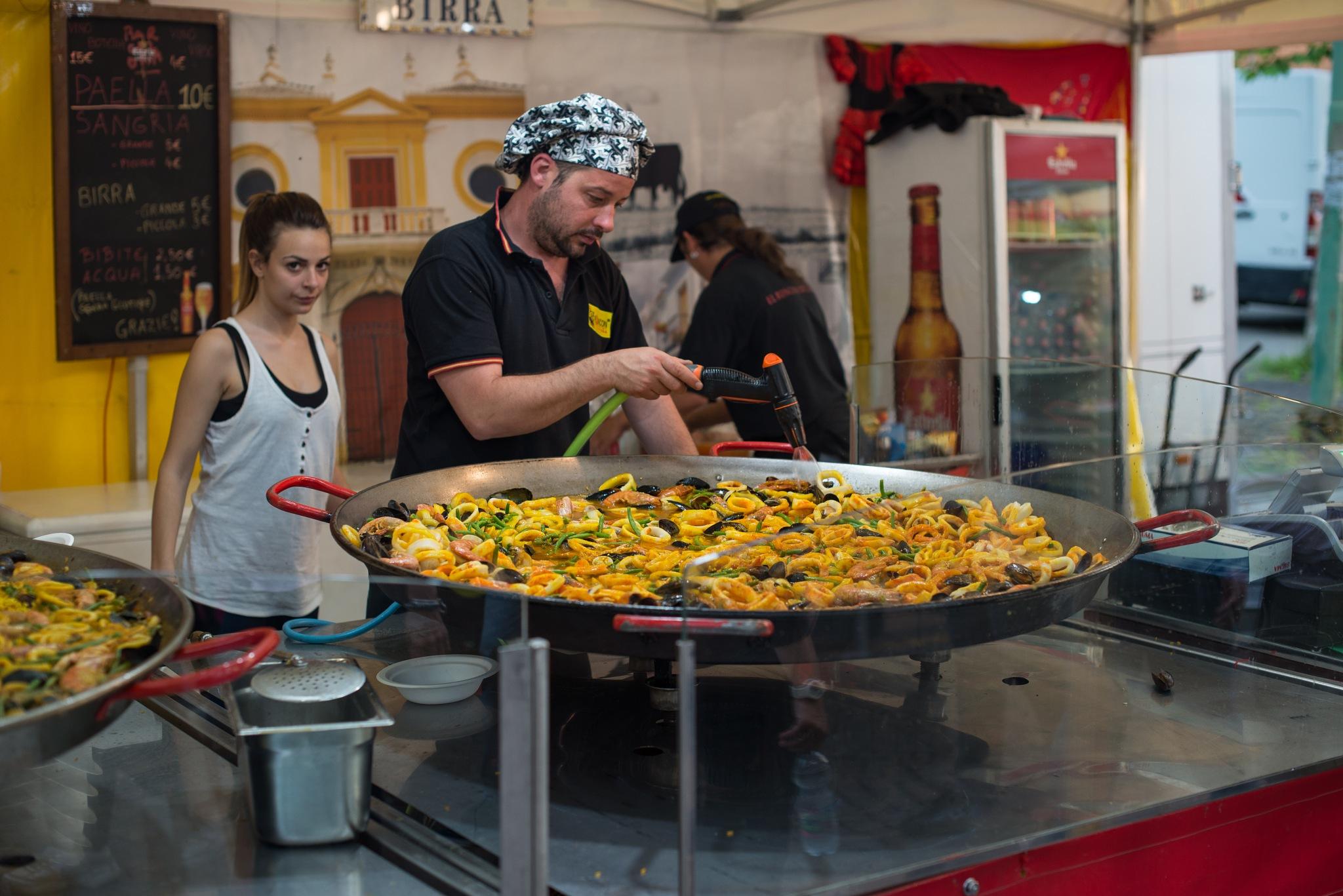 ¡Paella para todos! by Michele Masoero