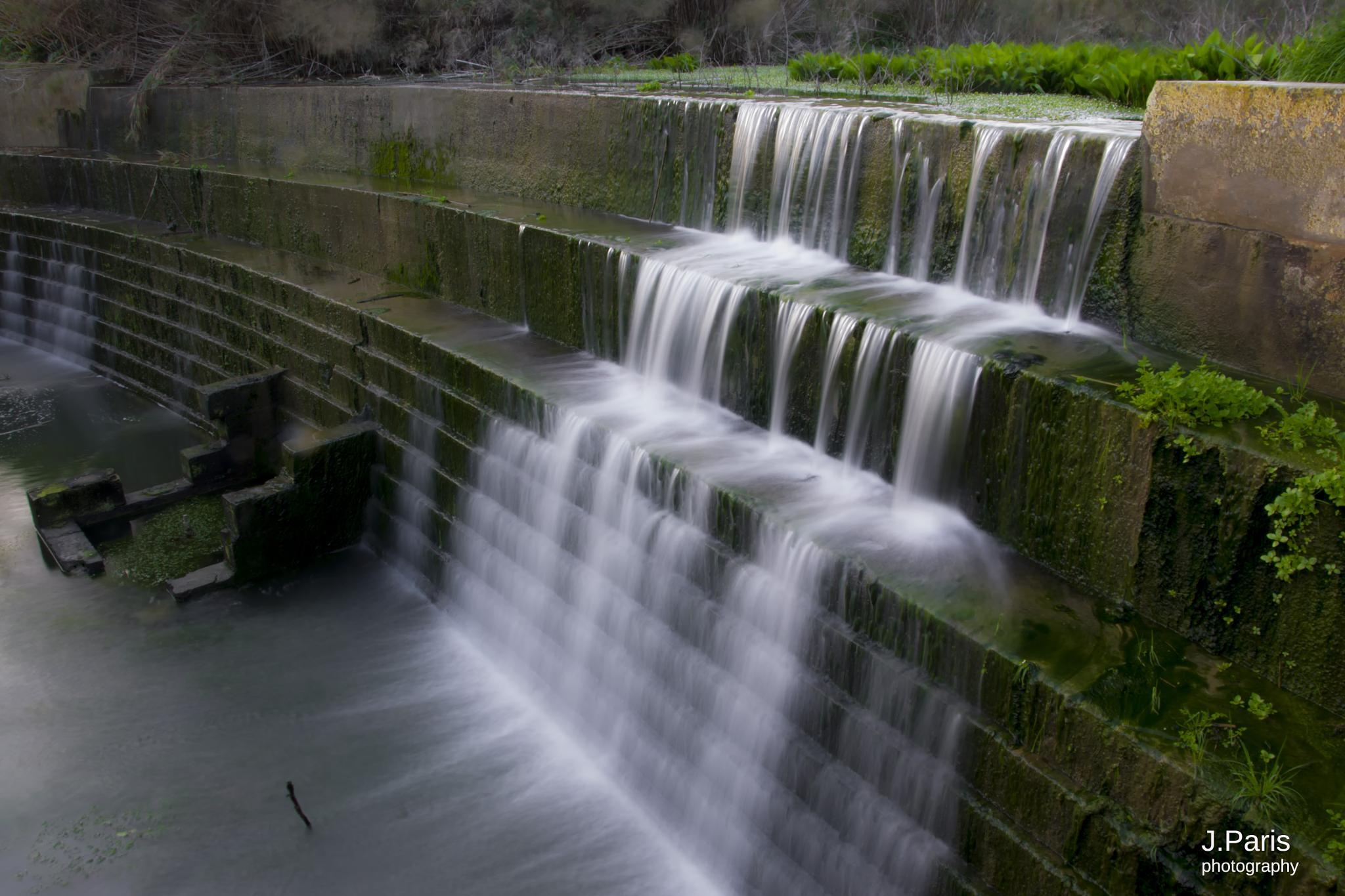 waterfall long exposure by Jonathan Paris