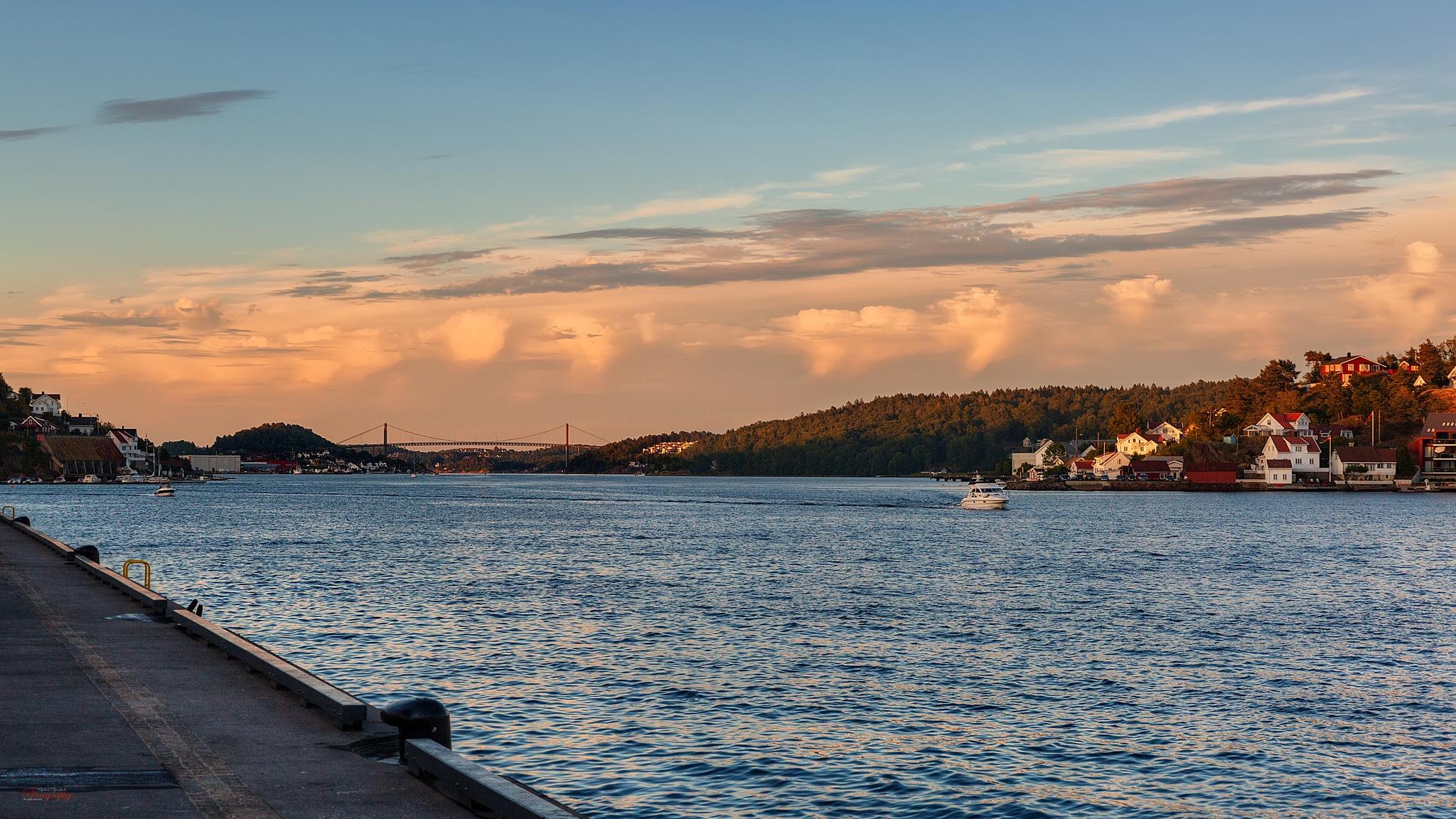 Tromøysund by Oyvind Bjerkholt Photography